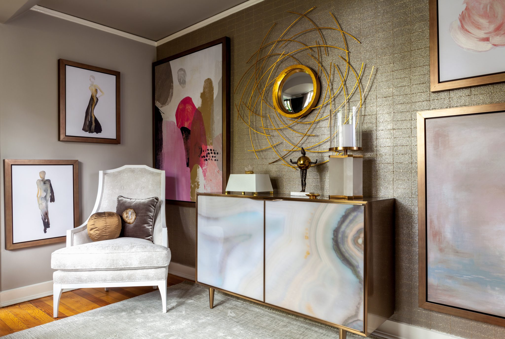 Coach house front bedroom by The Design Bar by Leslie Bowman