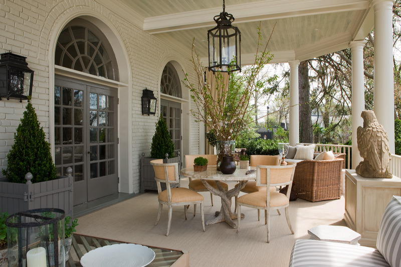 An elegant outdoor space by Andrew Law Interior Design