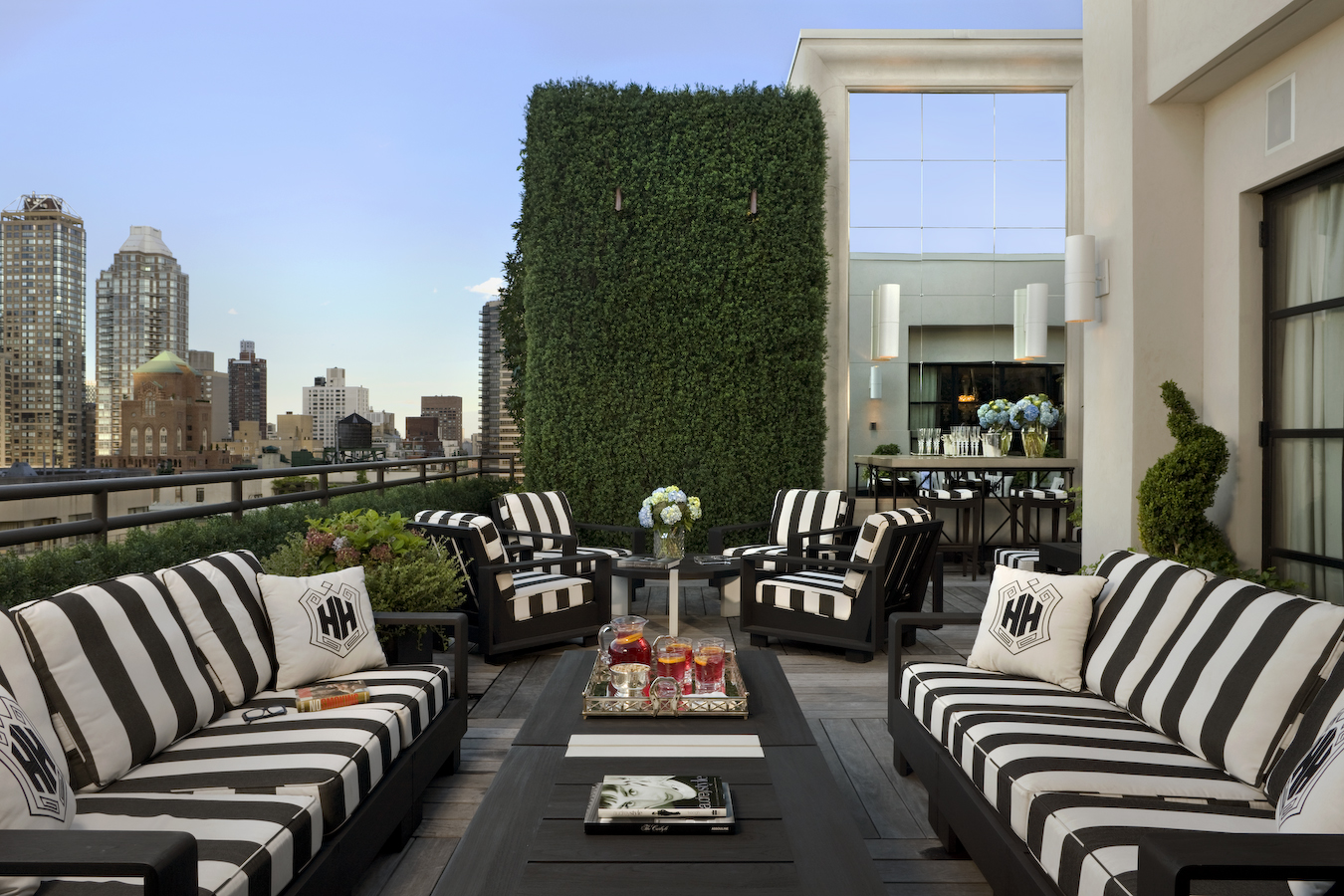 Outdoor area by Jeff Lincoln Interiors, Inc.