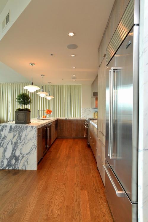 Modern high-rise by SAVAGE Interior Design