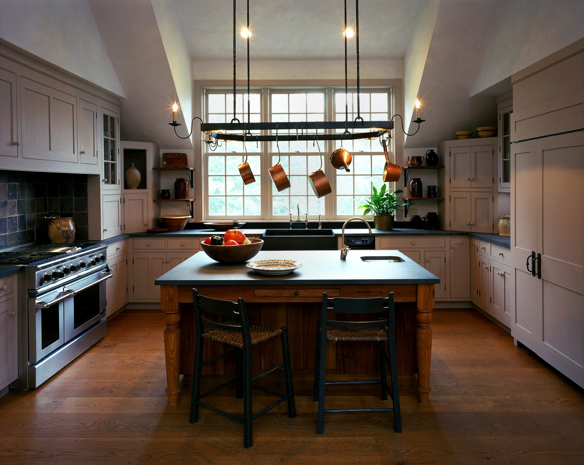 Farmhouse Kitchen with cathedral ceiling, oak flooring & soapstone counters by Haver & Skolnick Architects