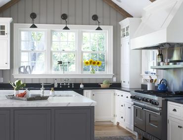 Charming Farmhouse-Style Kitchens