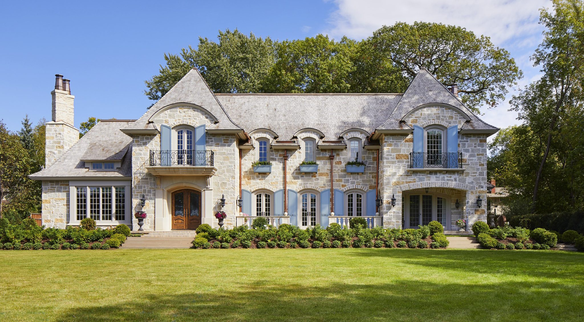 """Mississippi bluff new construction channels an """"always been there"""" estate by Charlie & Co. Design"""