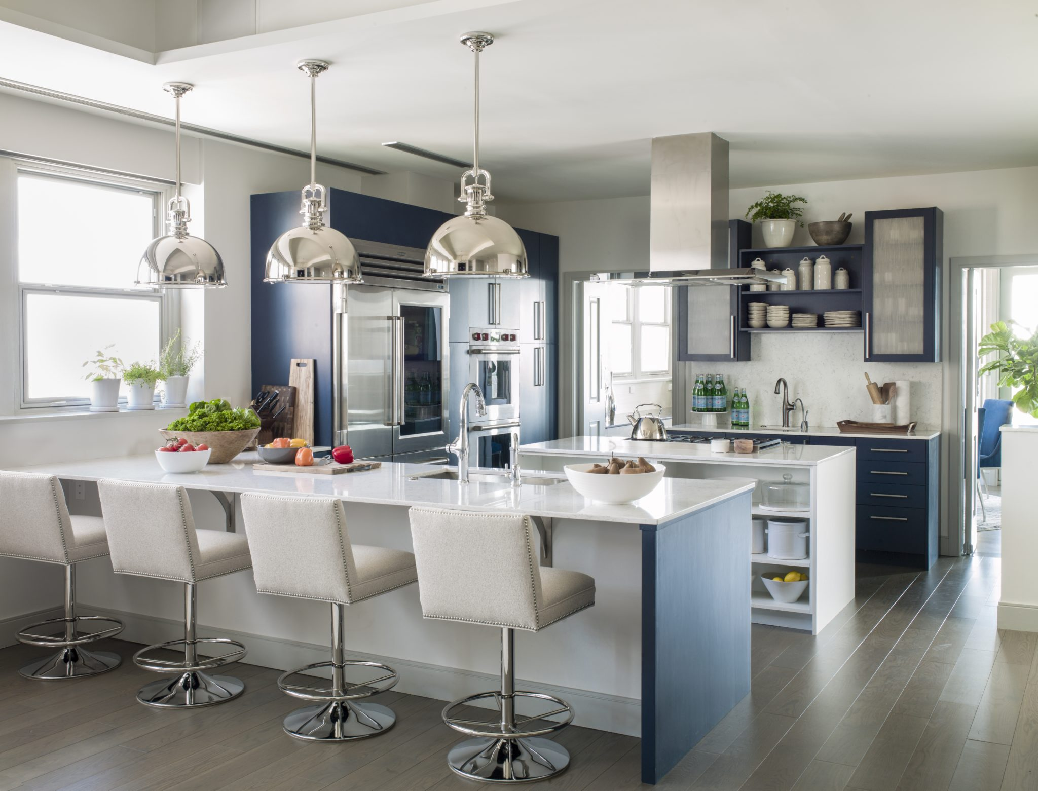 Chesapeake Residence, Kitchen with Pendant Lighting and Swivel Barstools by Laura Hodges Studio