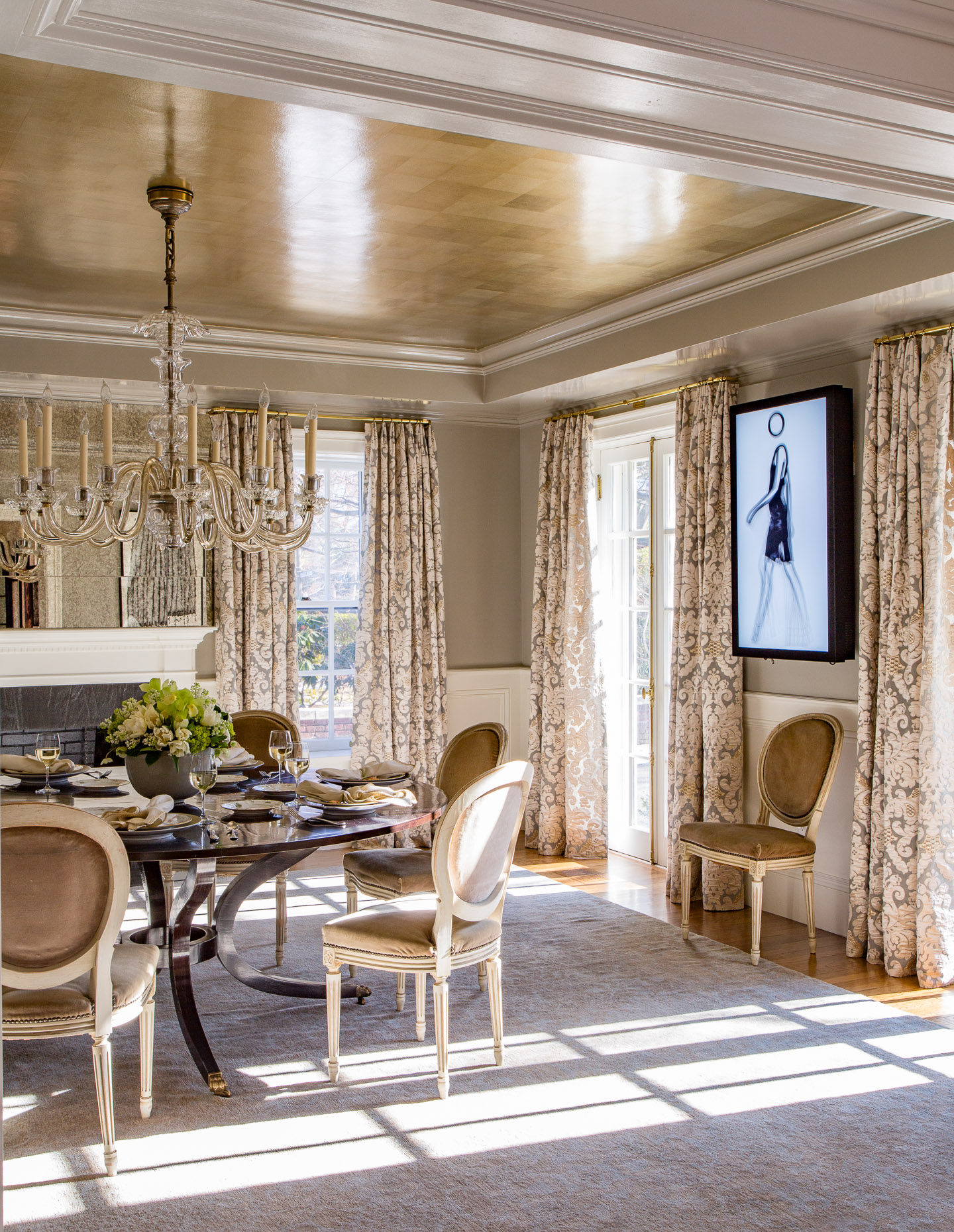 A lacquered dining room with tea-paper ceiling and modern art by Kristin Paton Interiors