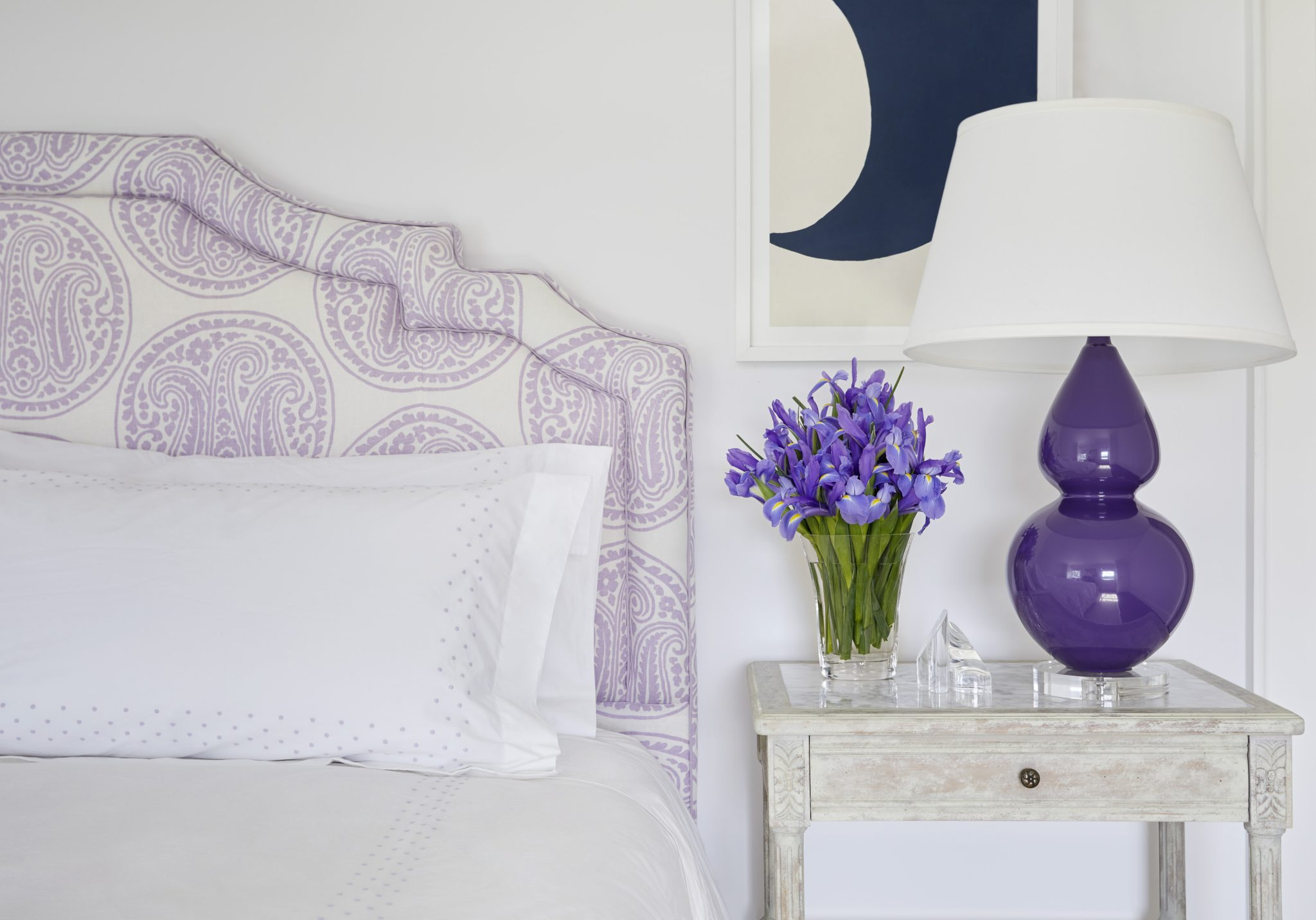 Mimi McAndrew: Guest Bedroom; Long Island Summer House by Mimi McAndrew LLC