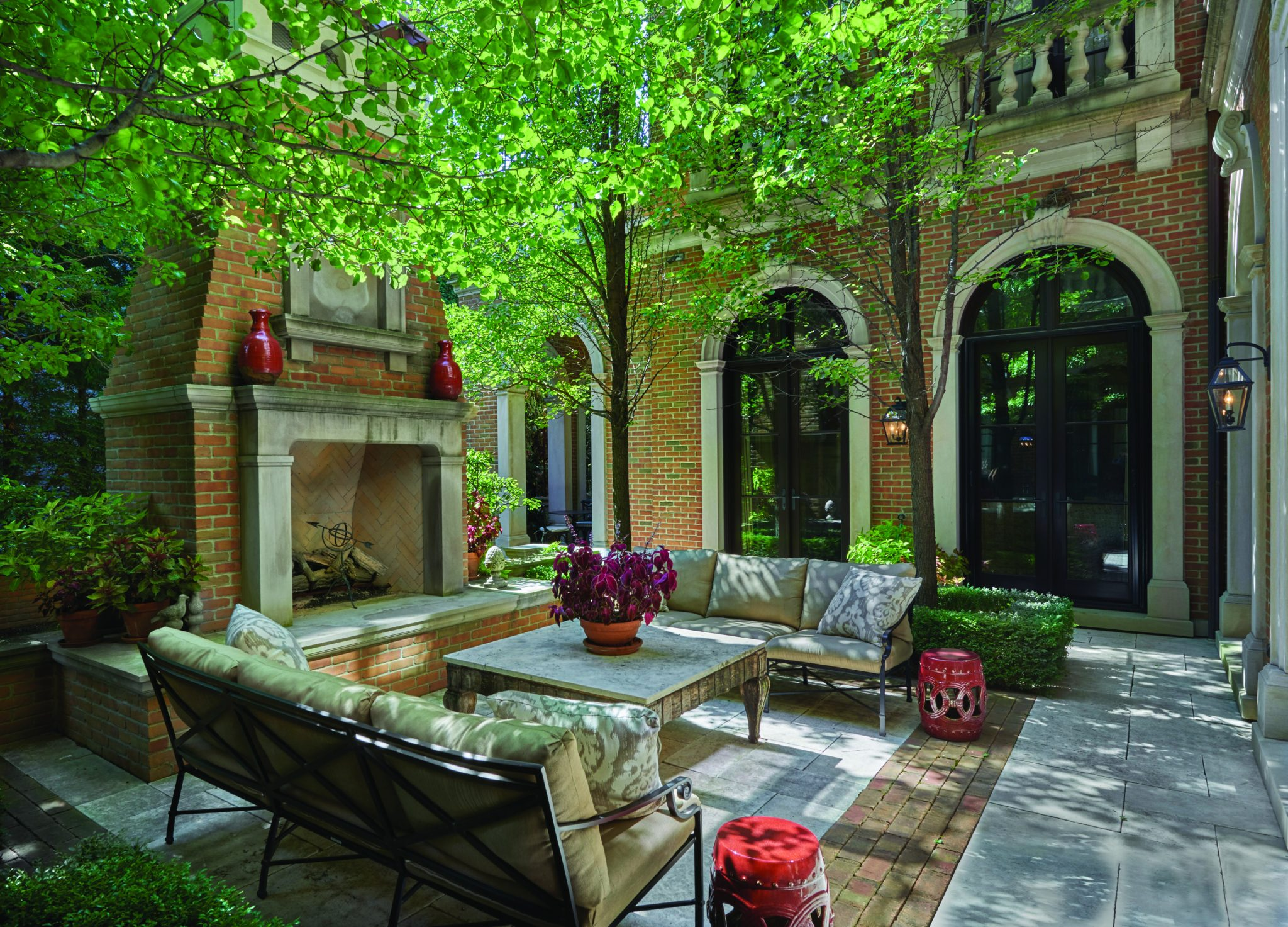 Outdoor Living Room in Lincoln Park by BGD&C