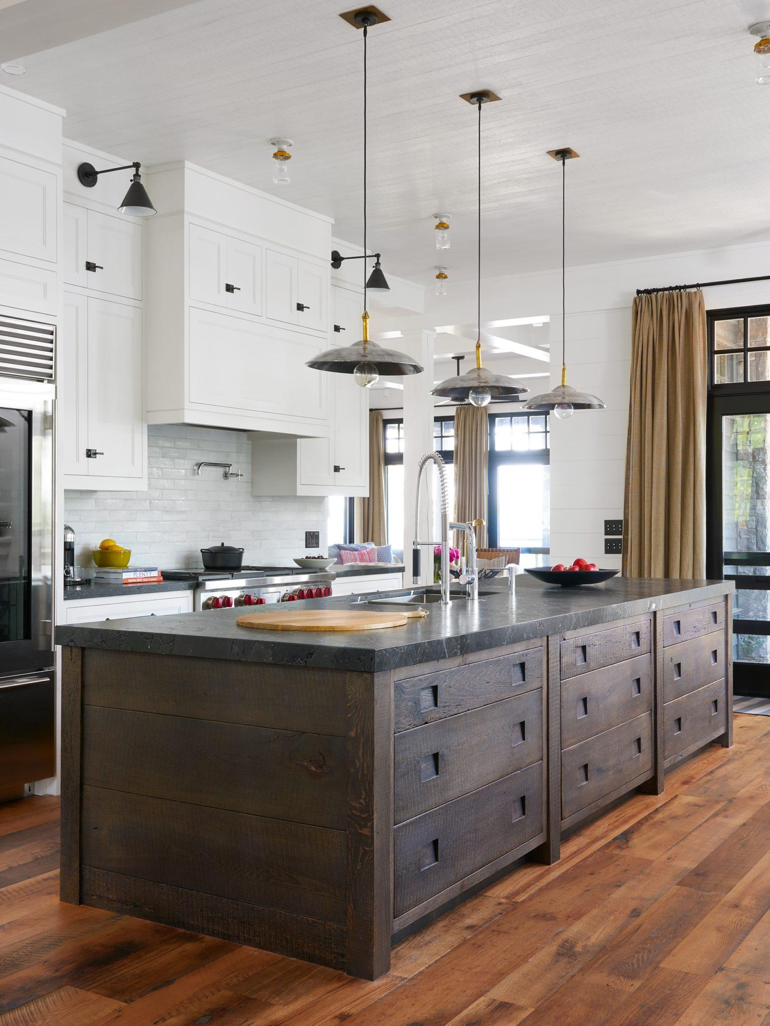 Muskoka cottage - kitchen by Jennifer Worts Design