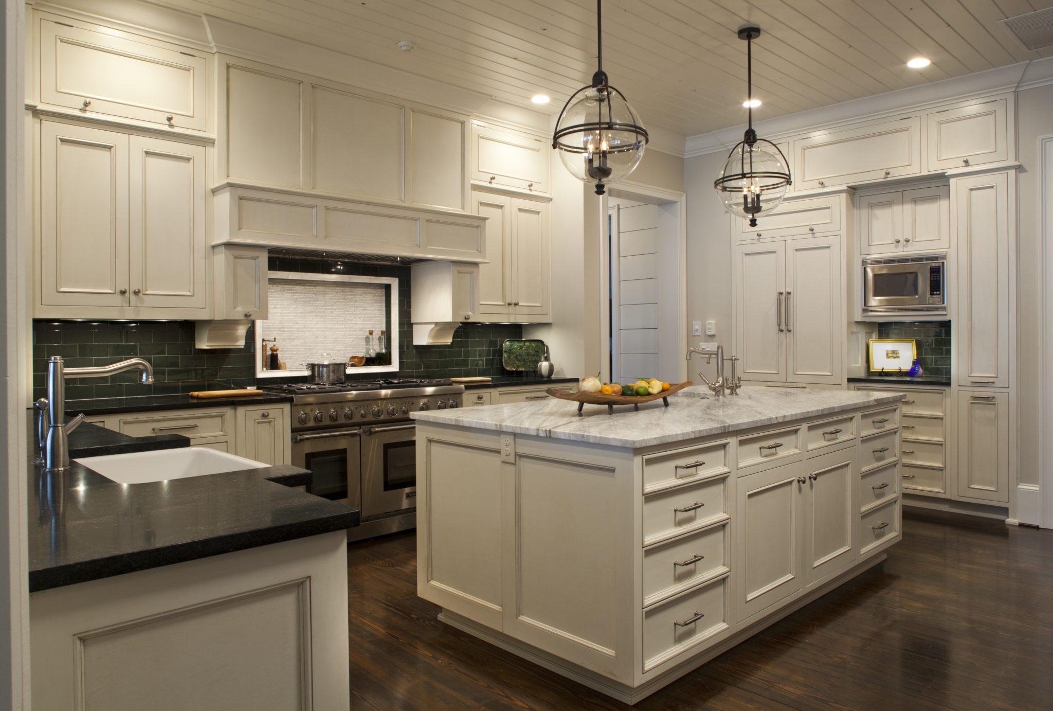 Coastal cottage kitchen by Amanda Webster Design, Inc.