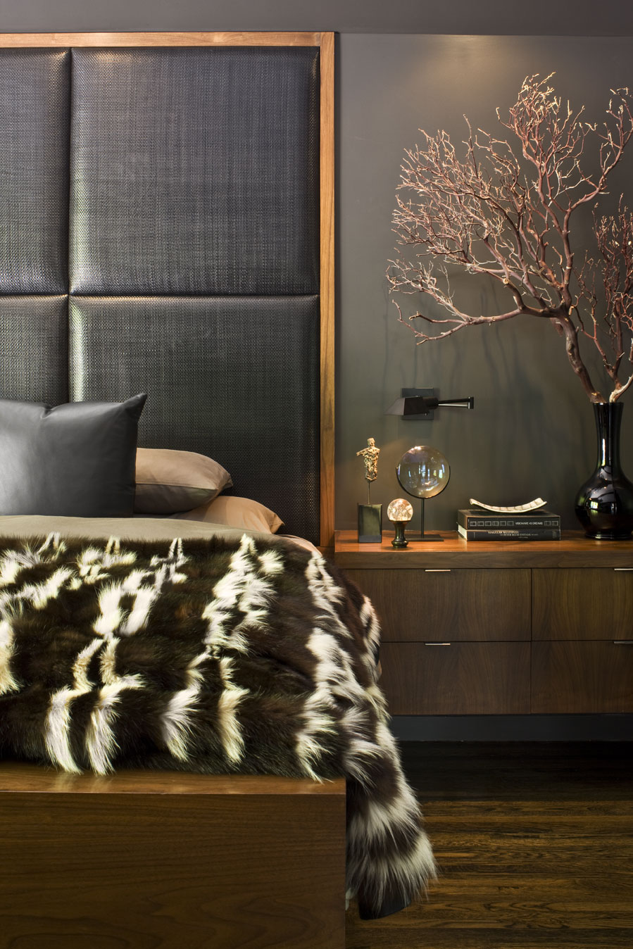 A Beverly Hills bedroomby Jeff Andrews - Design