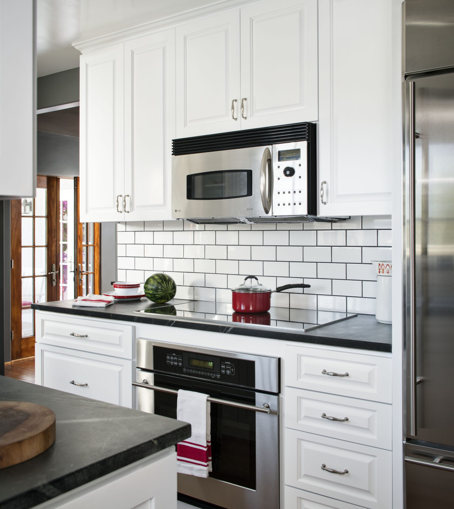 La Jolla beach cottage kitchen by CM Natural Designs