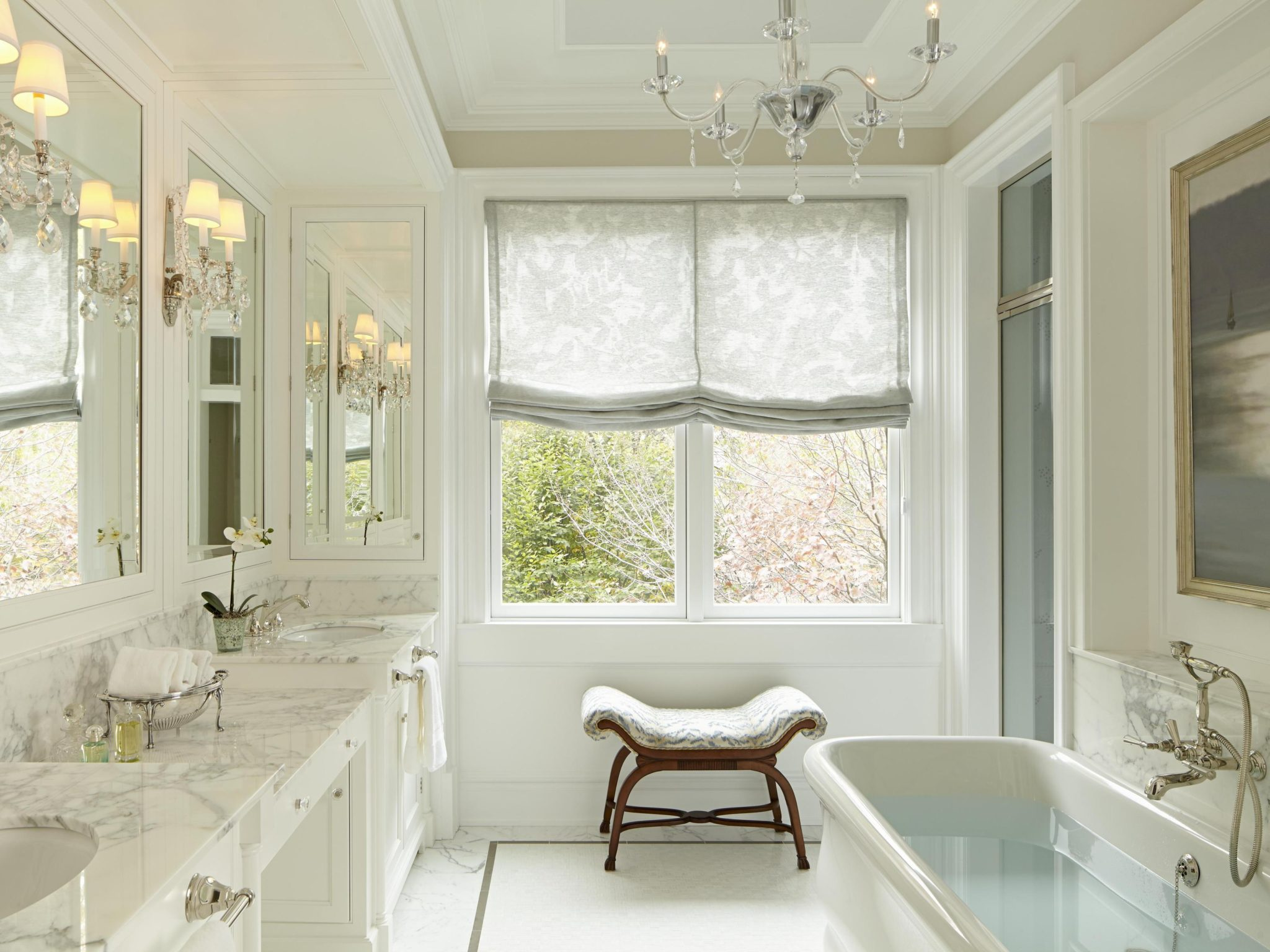 Traditional marble bath with soaking tub. Architecture by bba ARCHITECTS