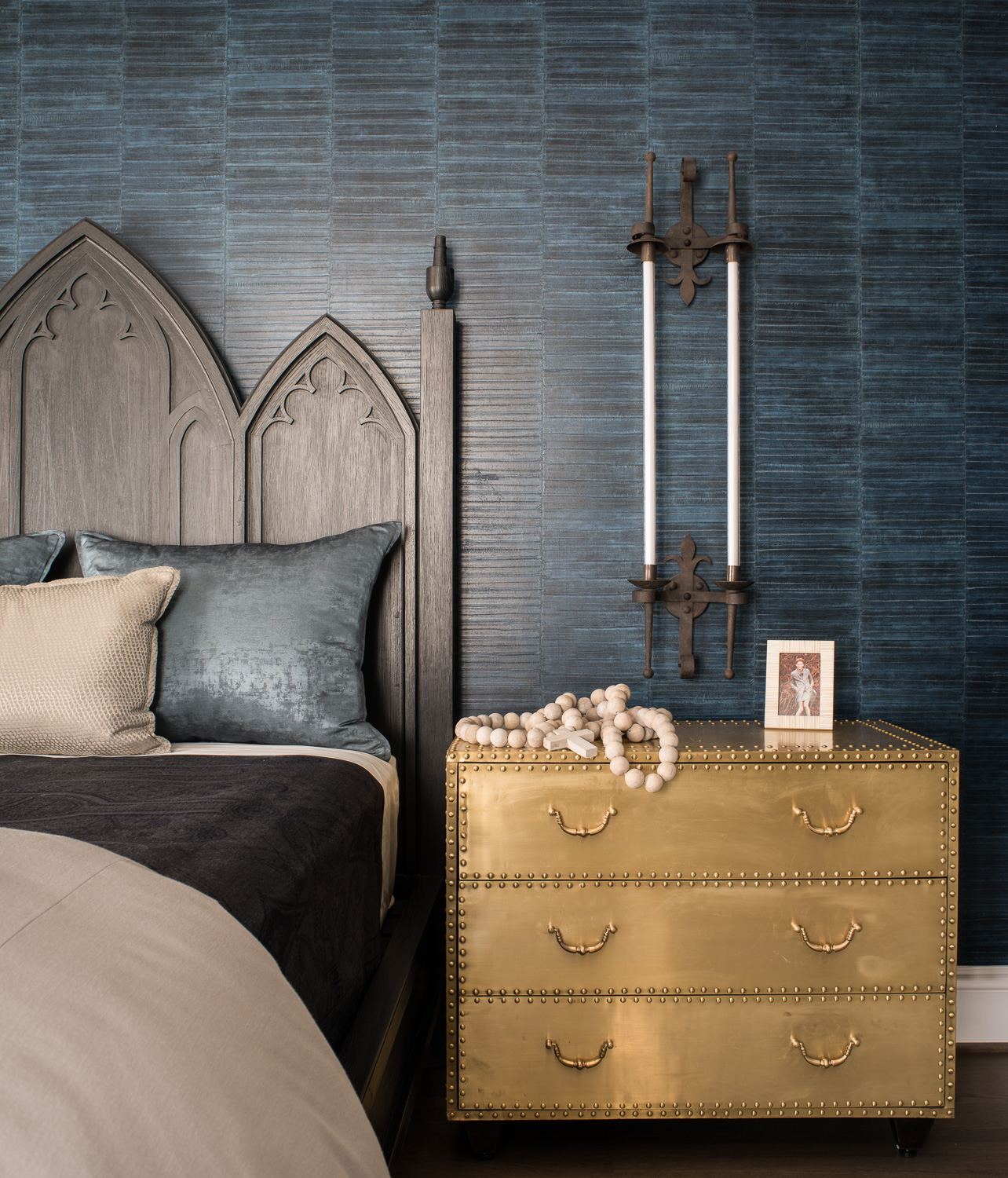 17th Street Residence, Master Bedroom, blue textured wallpaper by Tineke Triggs / Artistic Designs for Living