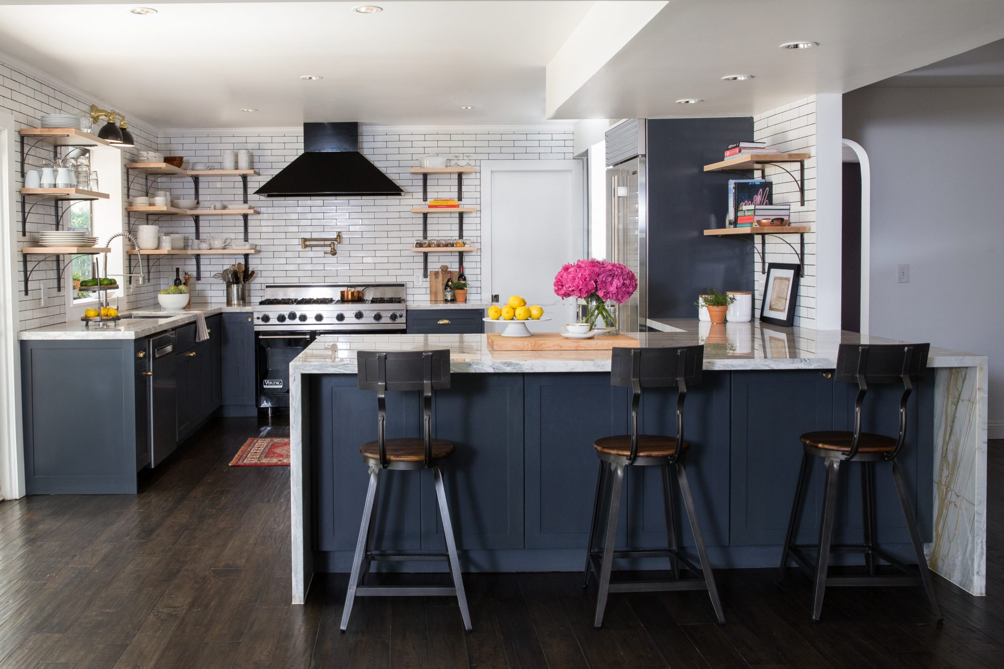 European bistro kitchen by Daniella Villamil Interiors