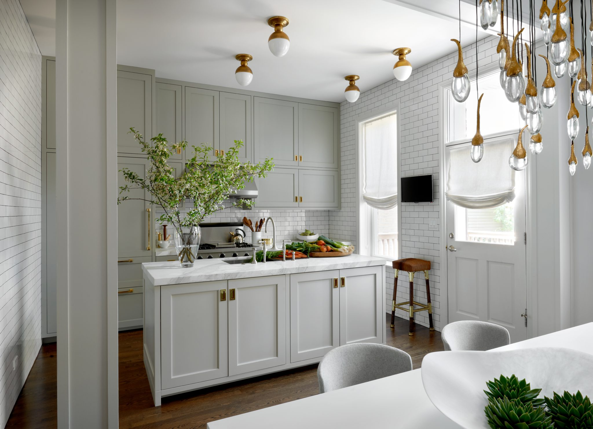Chicago kitchen by Lisa Gutow Design