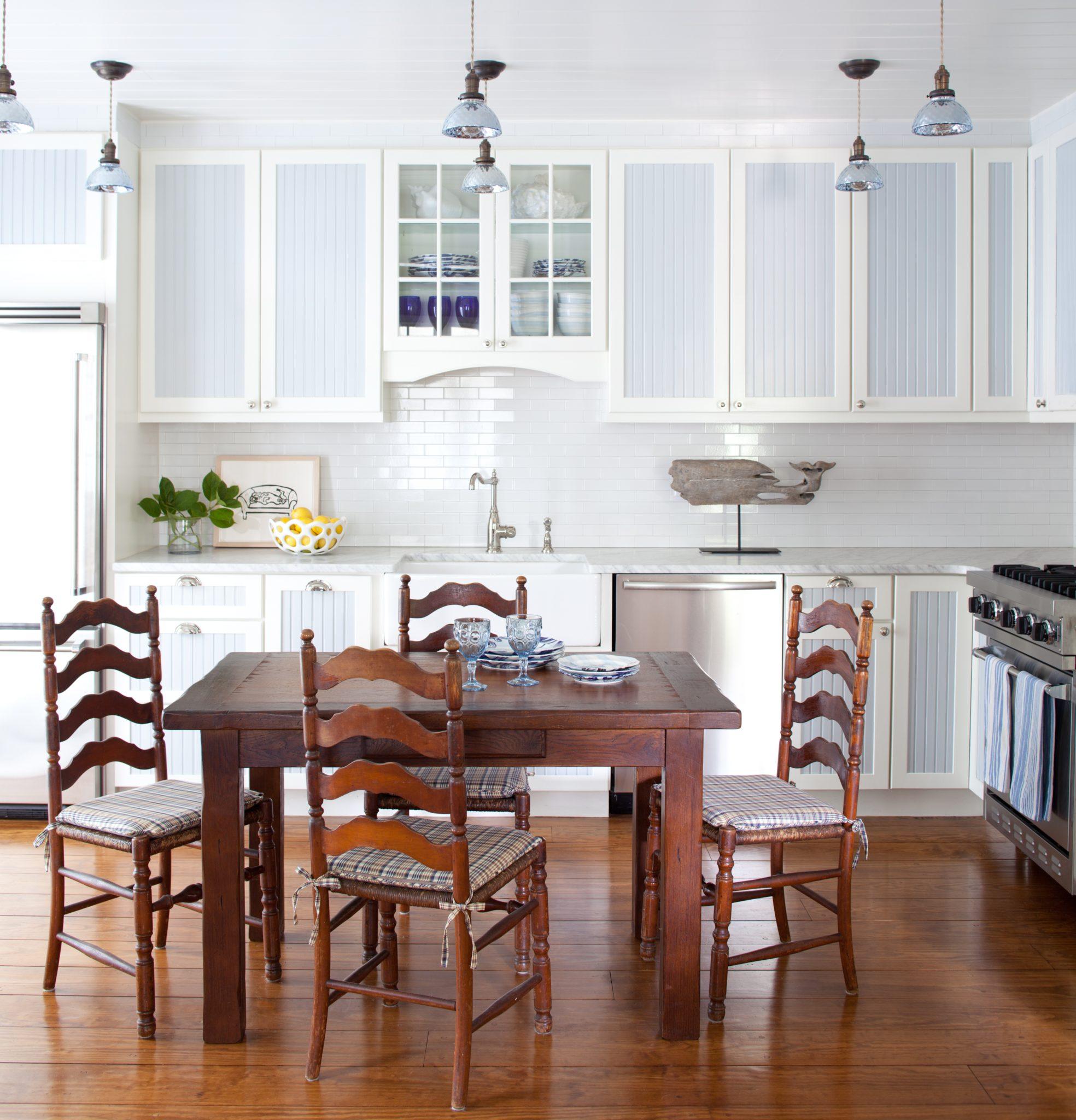 Southampton cottage kitchen by Hernandez Greene