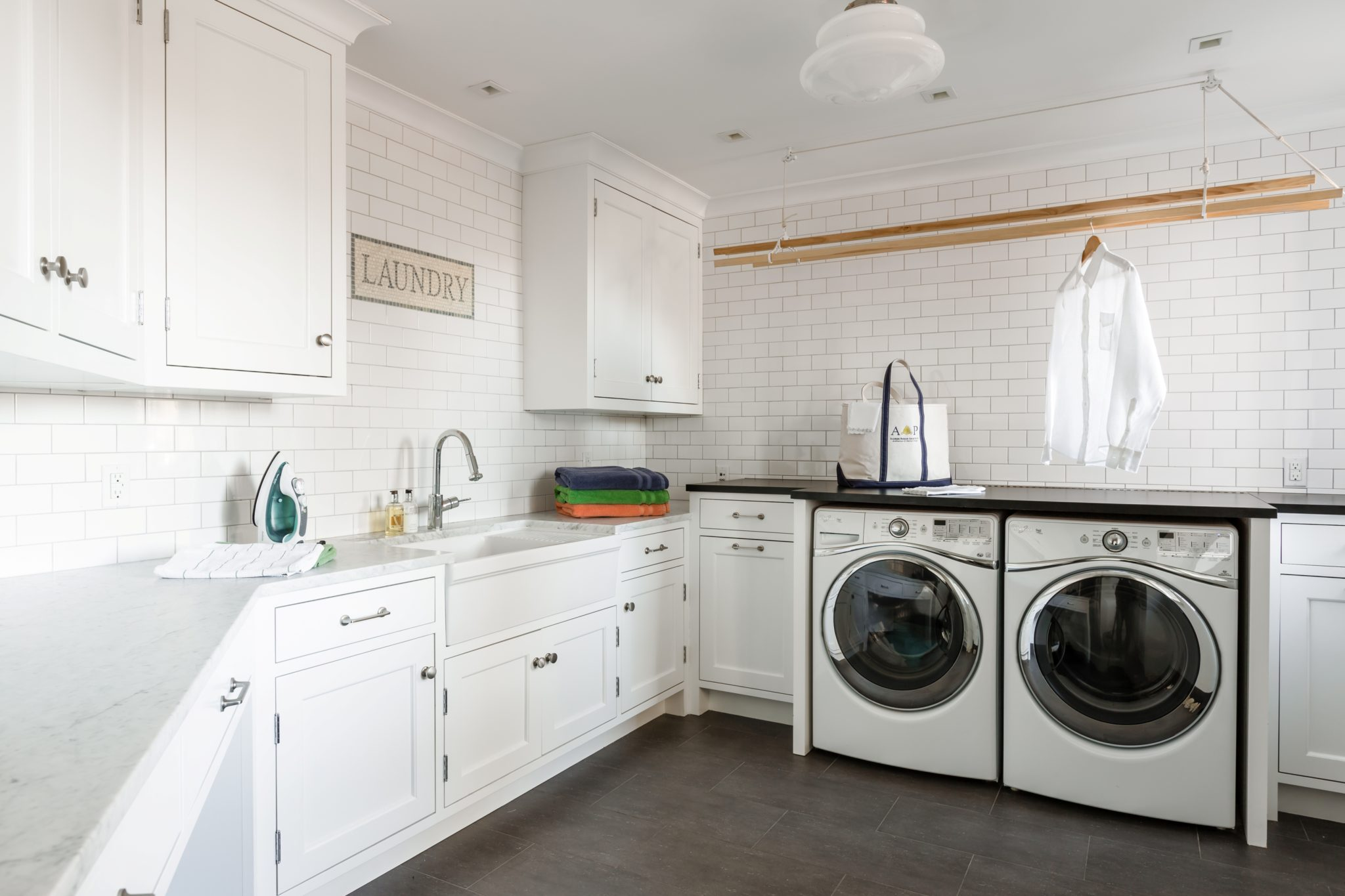 Laundry Room by Alisberg Parker Architects