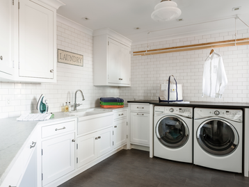Laundry Room by Alisberg Parker Architects