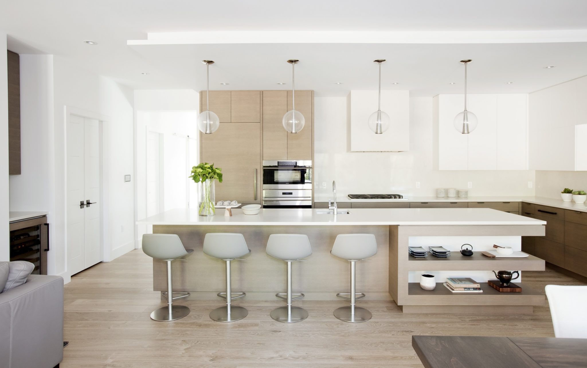 A bright and airy kitchen by Stephanie Brown Inc.