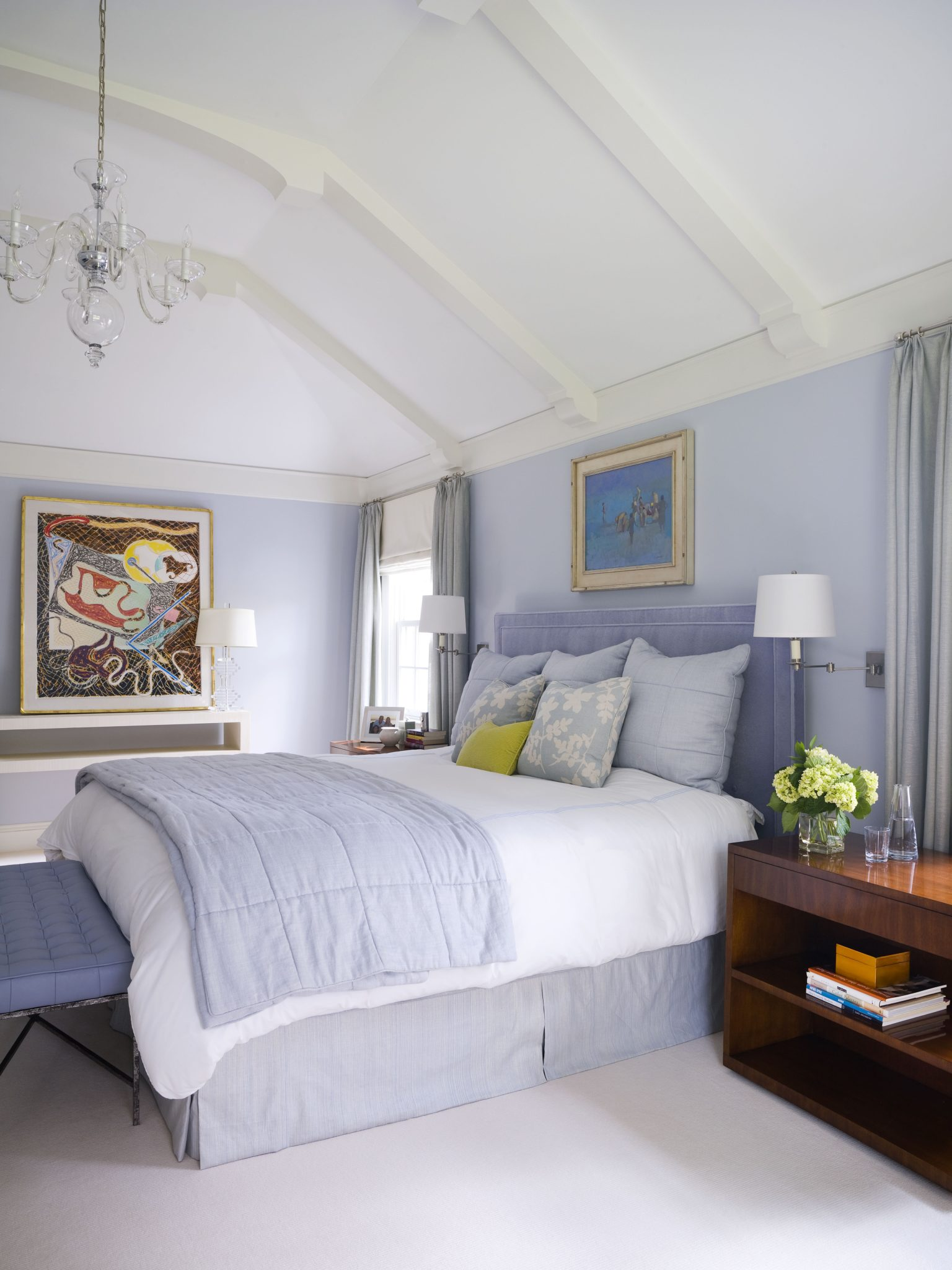Transitional bedroom with beams by Alisberg Parker Architects