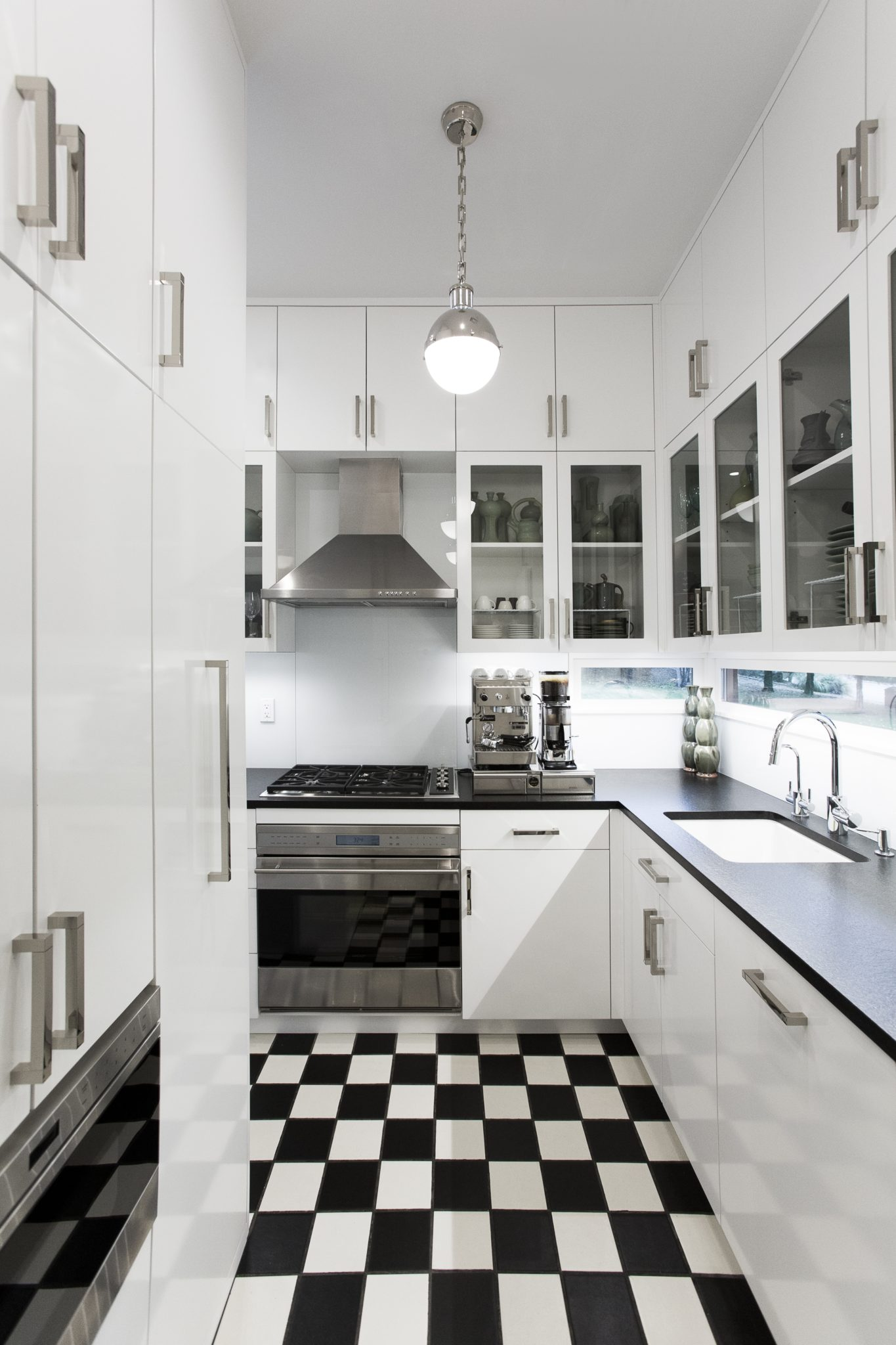 A black and white kitchen by House of Funk