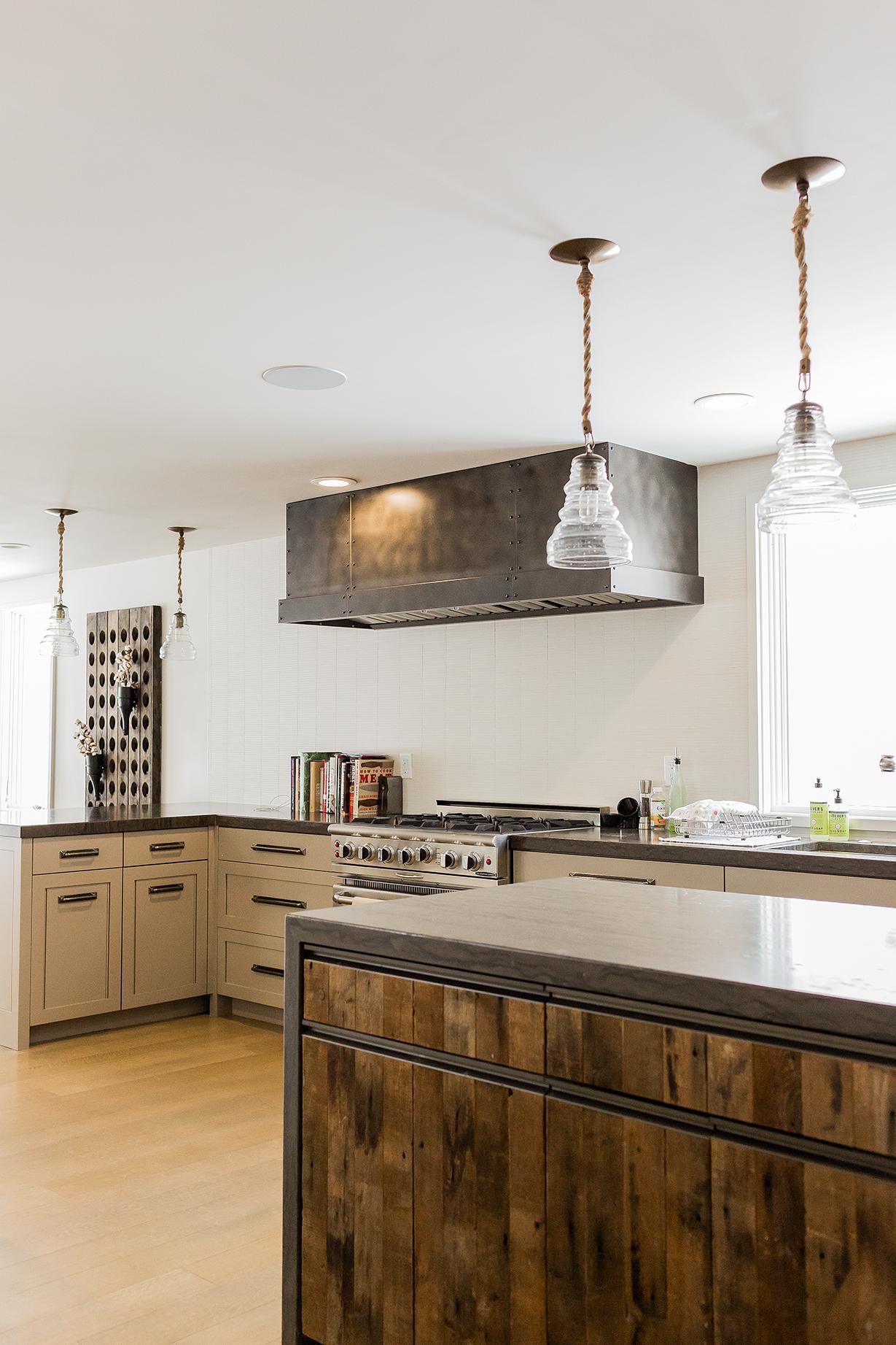 Rustic kitchenby Jennifer Palumbo Inc.