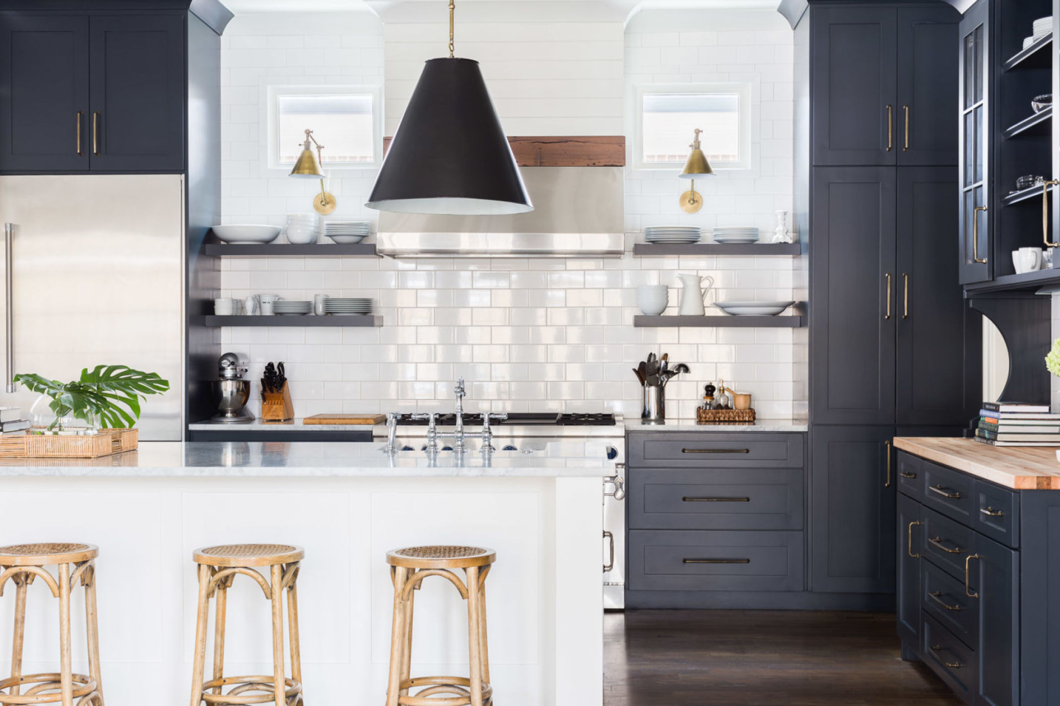 Black and white kitchen by Jason Arnold Interiors