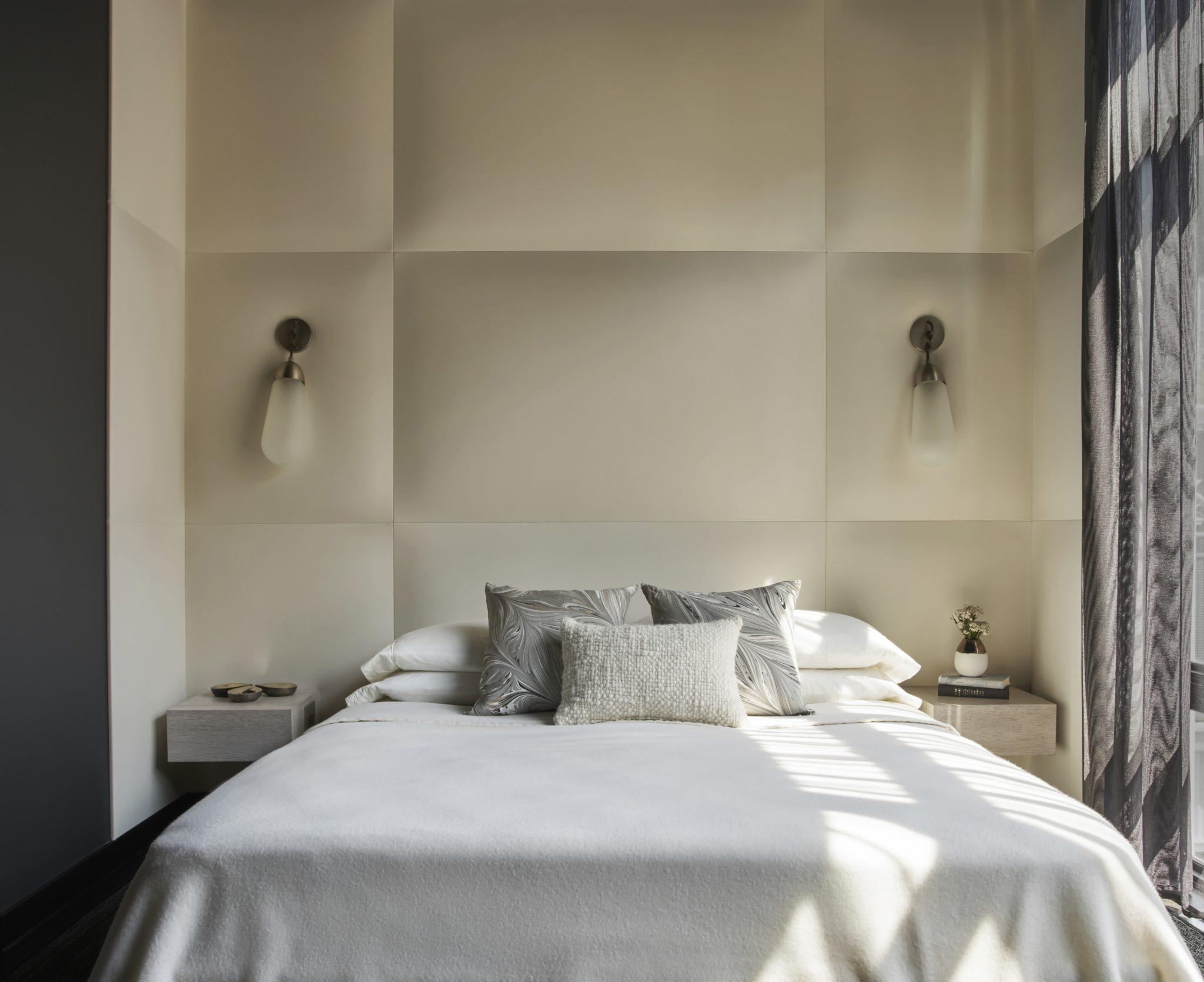 River North Residence Master Bedroom by STUDIO GILD
