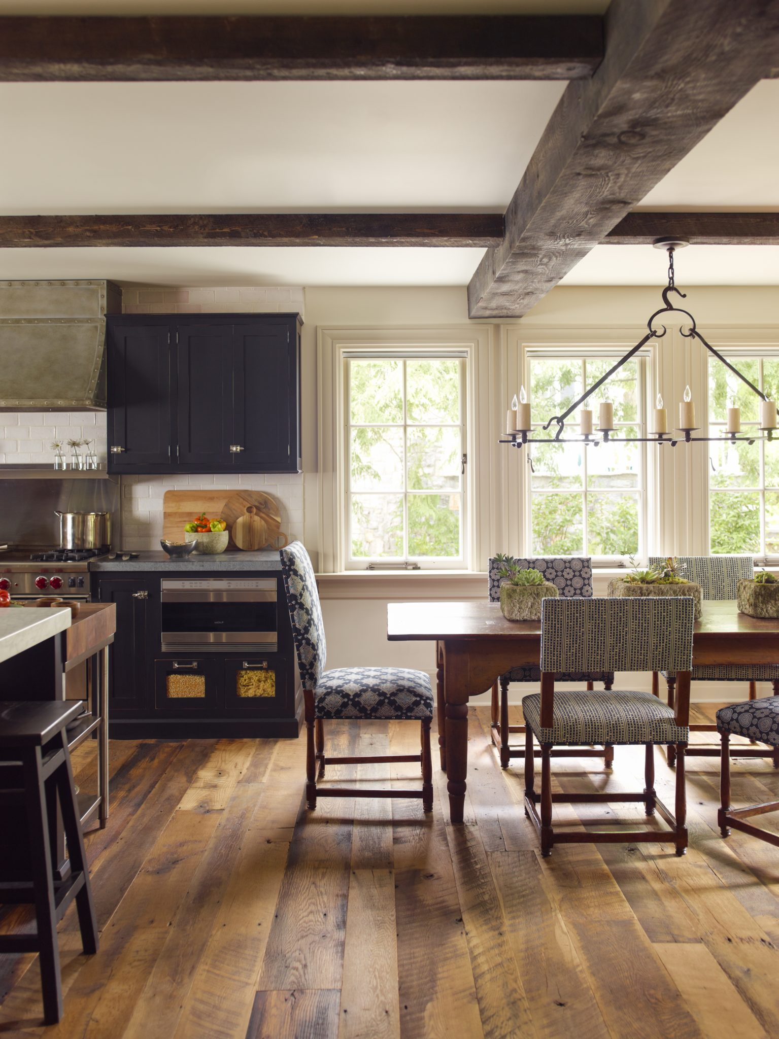 Kitchen by Dunn and Tighe Interiors