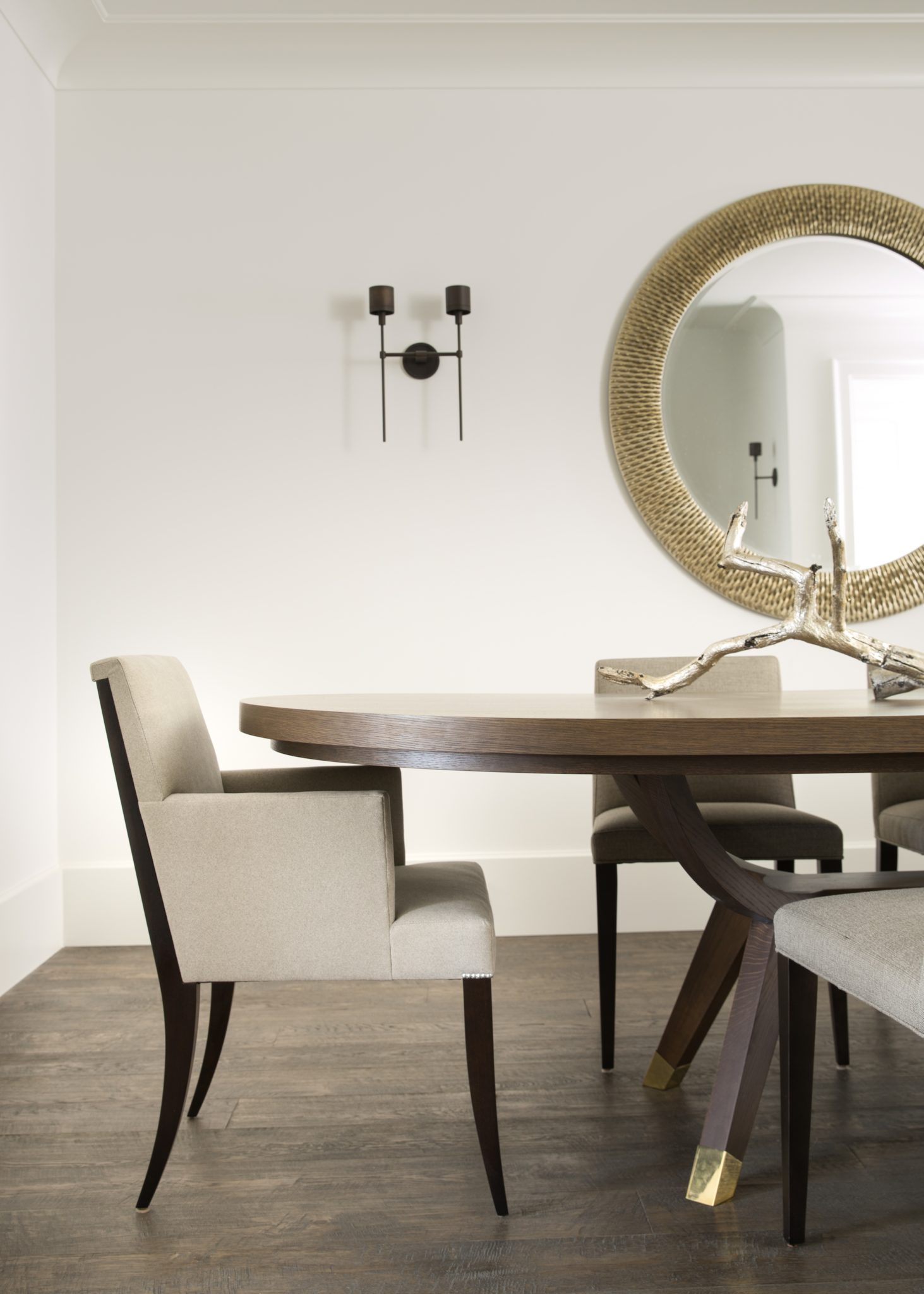 Clean sleek transitional contemporary dining room with white walls, wood table by IDF Studio