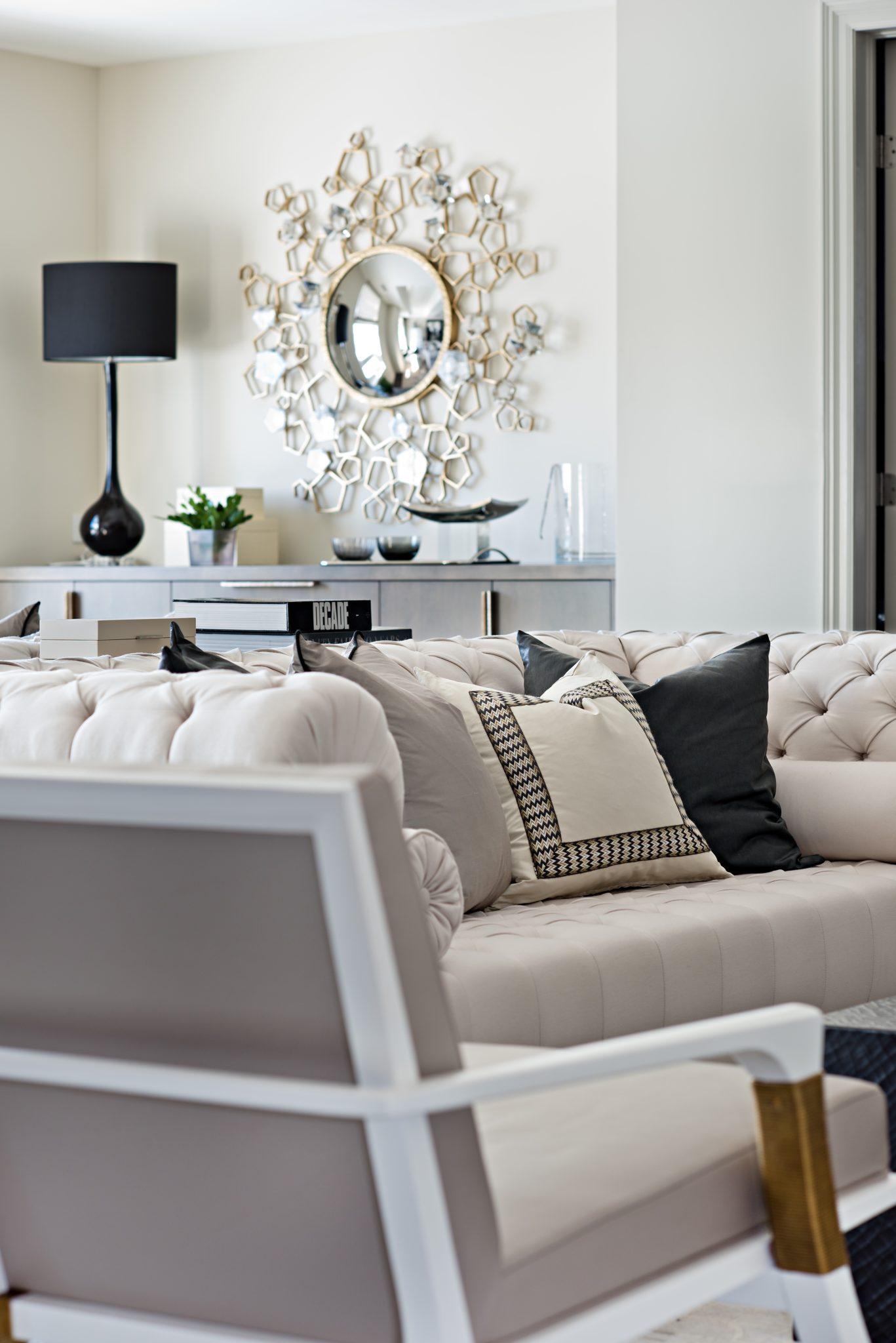 Living Room designed by Elizabeth Metcalfe Interiors & Design Inc. by Elizabeth Metcalfe Interiors & Design Inc.
