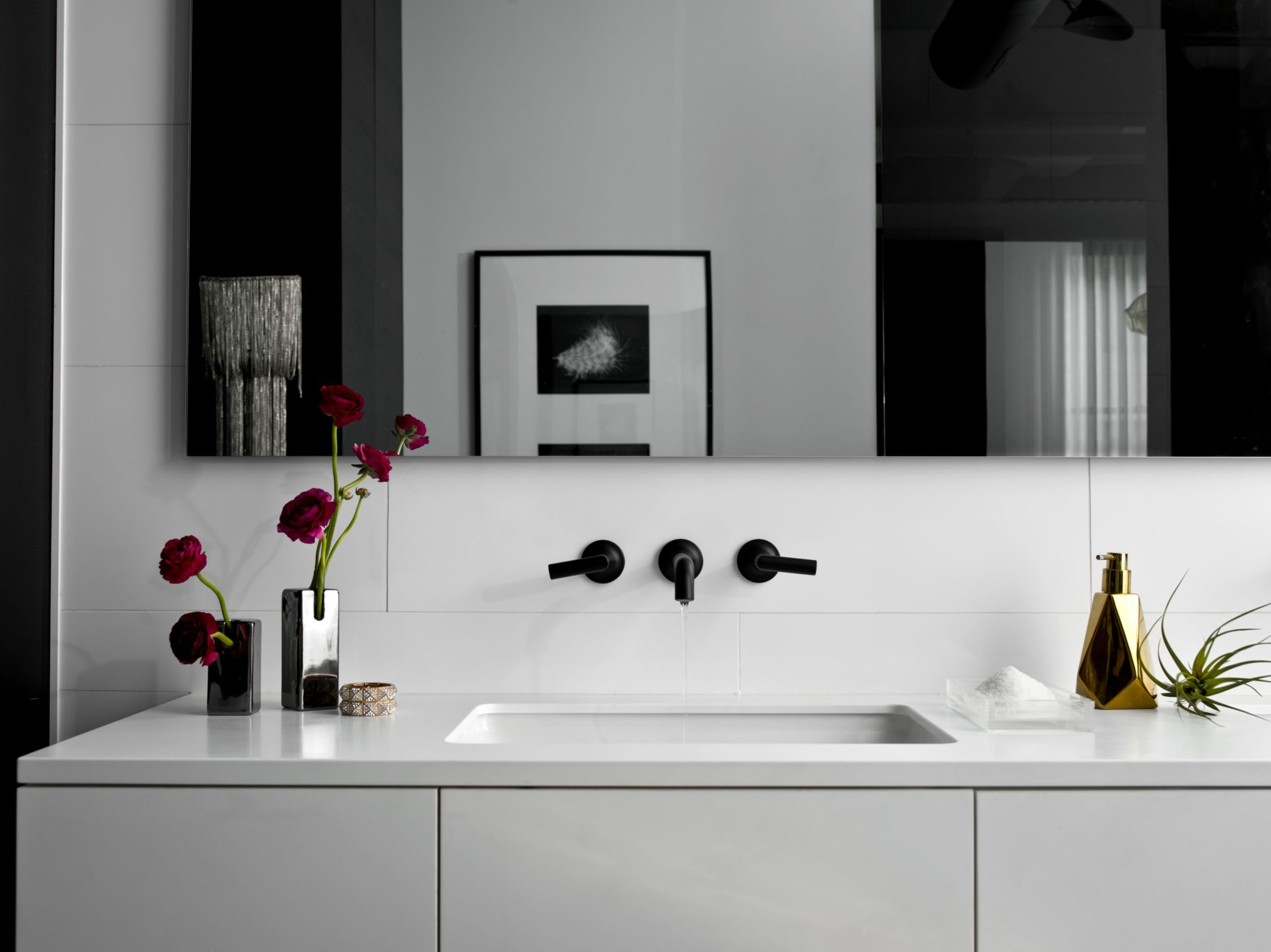 A sleek black and white bathroom by PROjECT