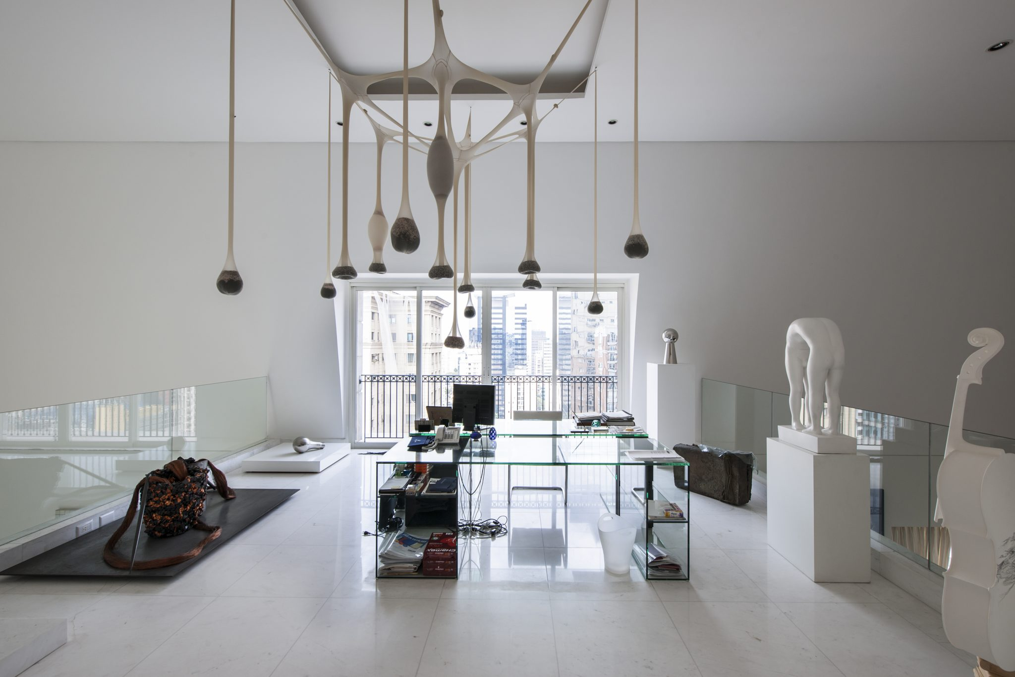 Apartamento SP home office and contemporary art gallery by Sig Bergamin