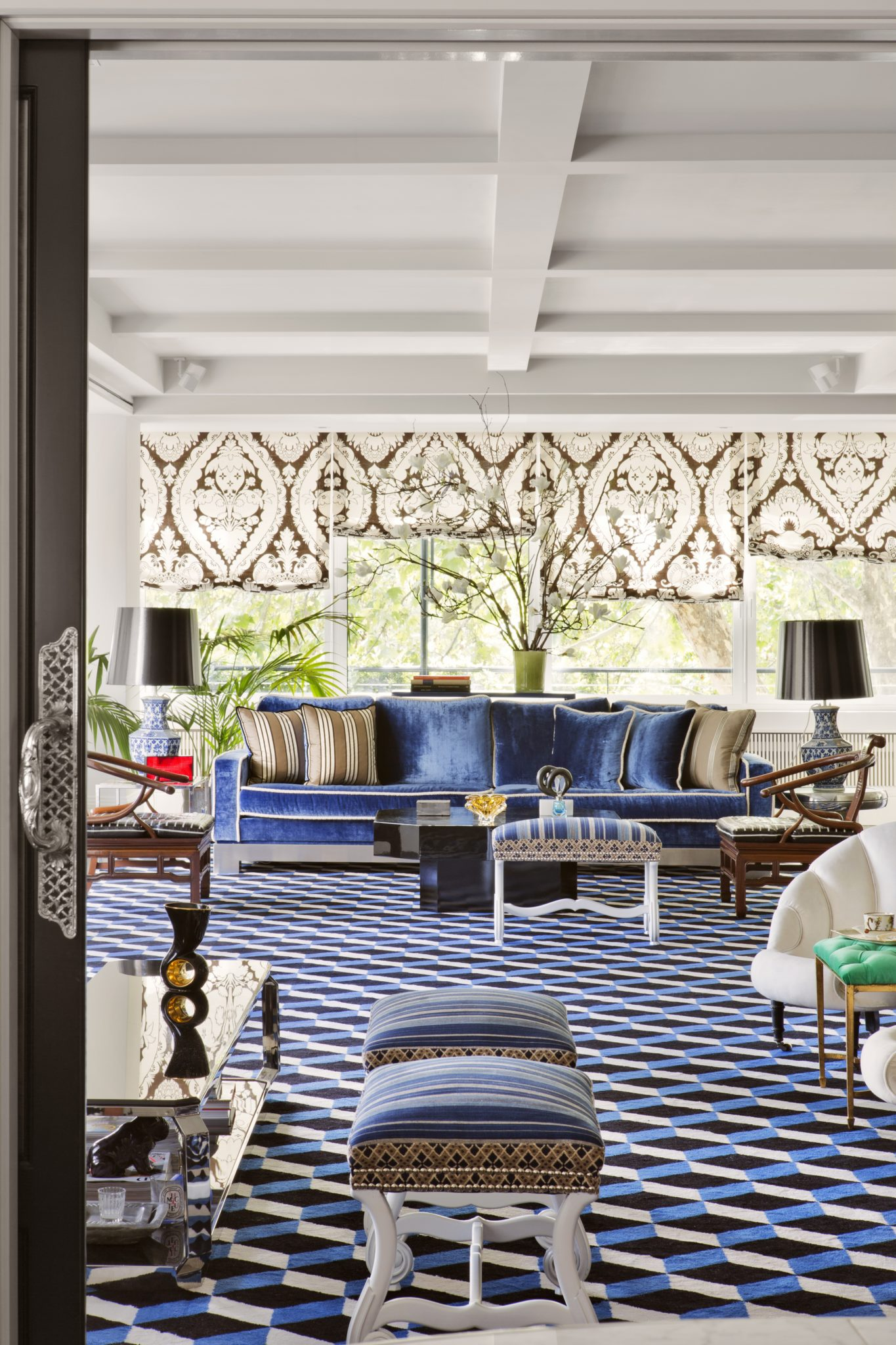 Eclectic living room with plush seating and geometric floors by Lorenzo Castillo