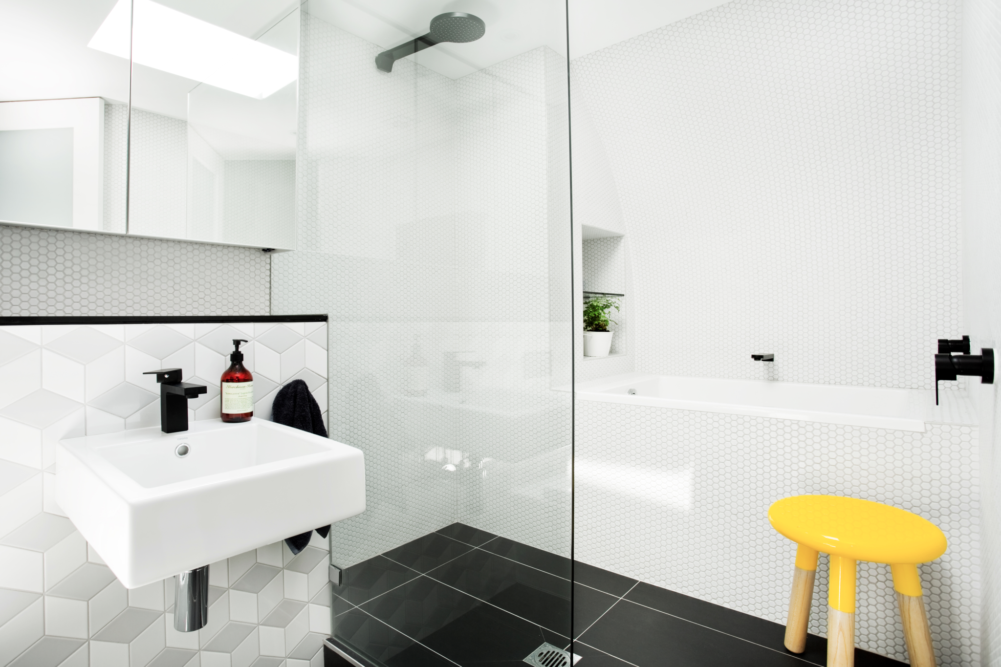 Yeo Street neutral bay bathroom by Bronwyn Poole by Touch Interiors