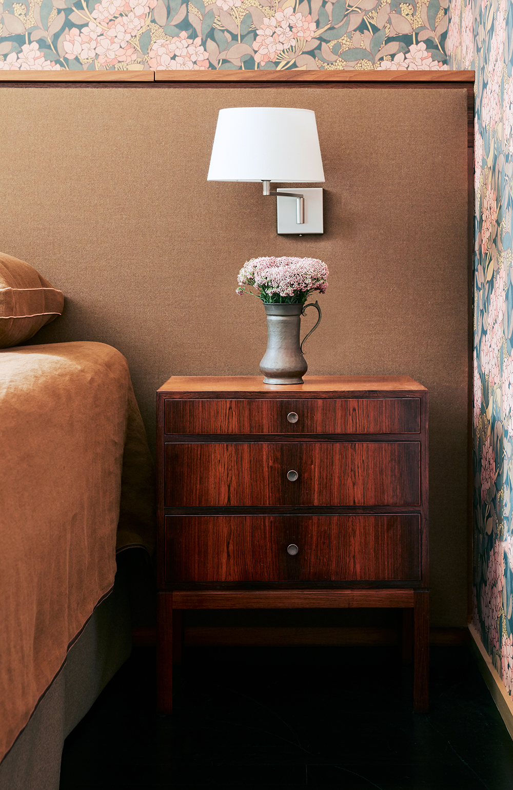 Beside the bed, the nightstands are vintage. The headboard was also custom made by Henry Built and upholstered by Lucarini Custom Upholstery with Fortuny flannel fabric from Sloan Miyasato.