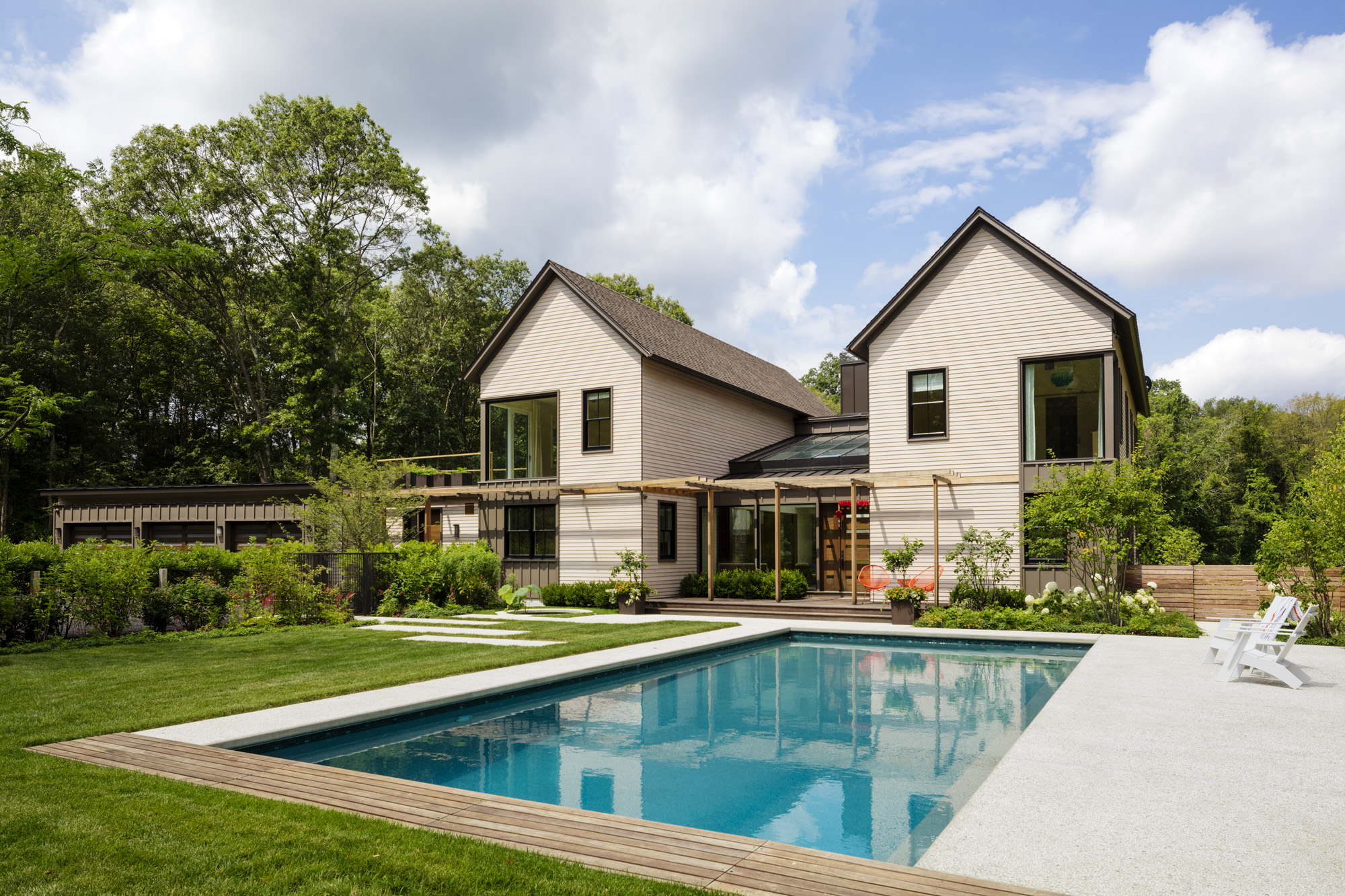 A Vastu Shastra-compliantswimming pool should be placed in the northeast cornerof the lot to balance various energies.On this property, the designers selected the front yard as the ideal location for thepool.
