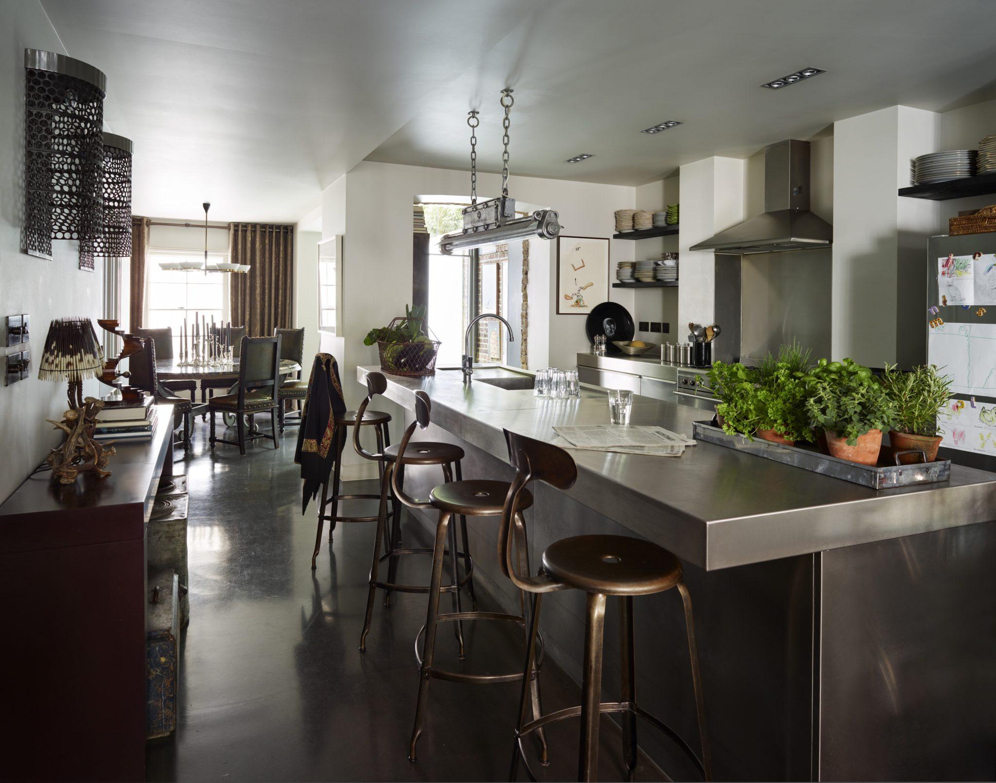 Sleek Notting Hill open plan kitchen by Hubert Zandberg Interiors