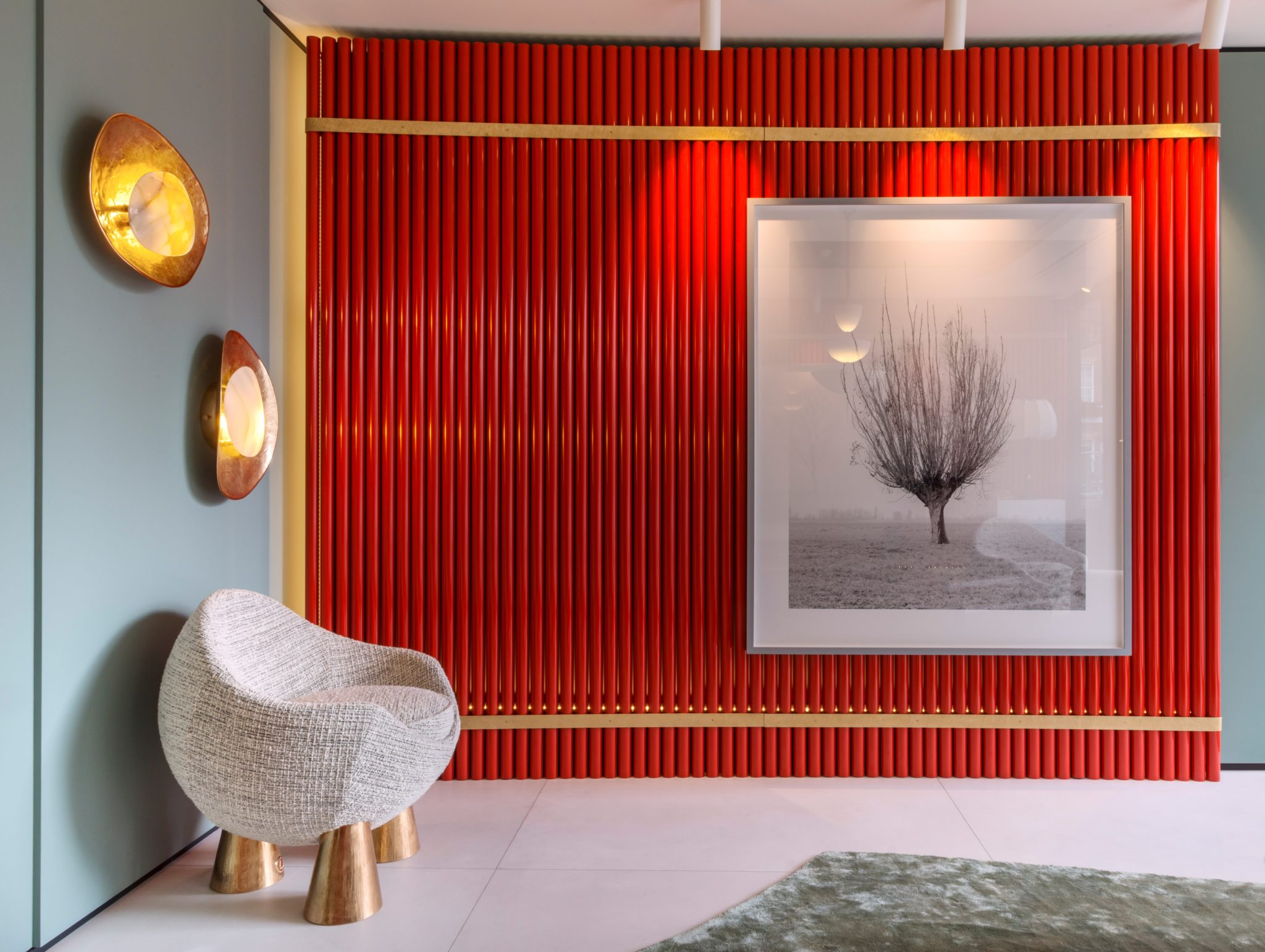 For an apartment in London, Salvagni was inspired by Japan;a lacquered red room divider is contrasted with hisOyster wall sconces ofpolished bronze andhand-carved onyx and Gae armchair, whichreferences Isamu Noguchi and Isamu Kenmochi's basket chair.
