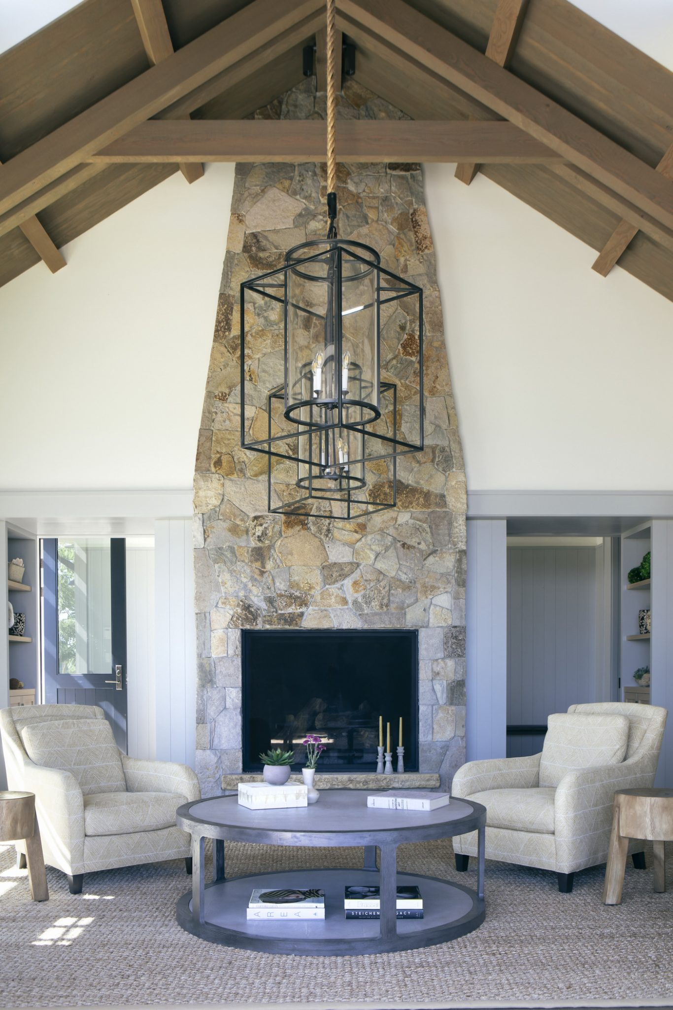 Stone chimneys help establish a relationship between the materials of the interiorand those of the exterior.