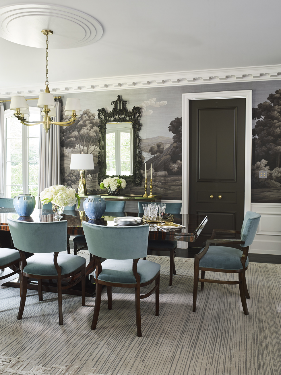 The dining room is equally impressive withArt Deco-style mouldings.
