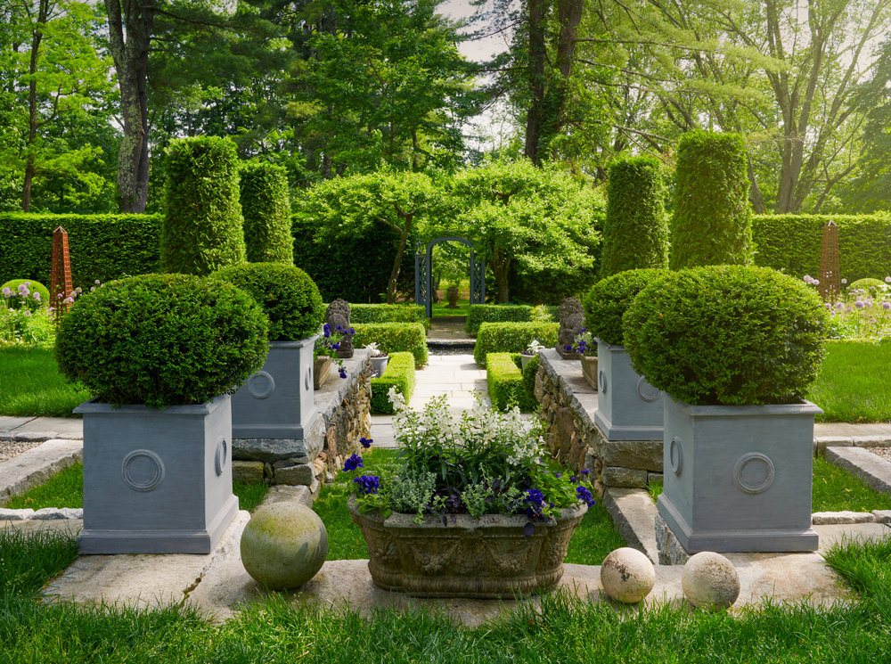 Pennoyer Newman's collection of over 500 stone resin replicas is cast from originals that once graced the greatest gardens around the world.