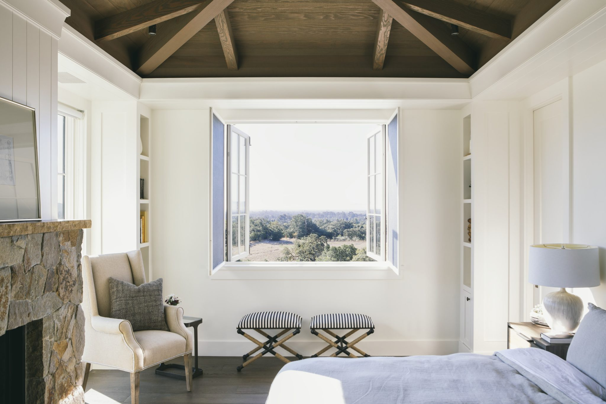 A mix of natural materials creates a cozy, intimate aesthetic in thisbedroom.