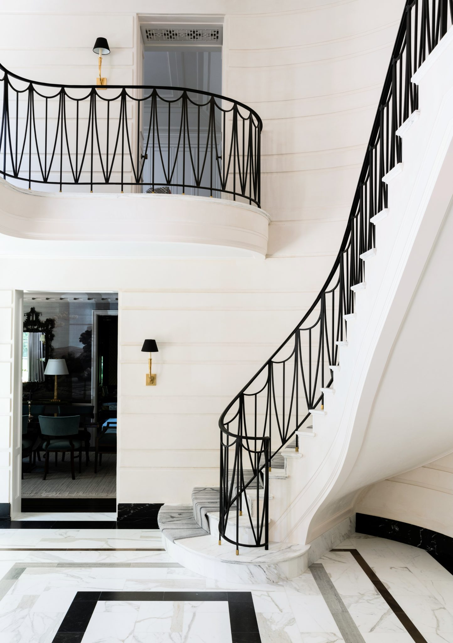 The curved design of the balcony and staircase imparts a surreal quality to the architecture, as if these elements were floating.