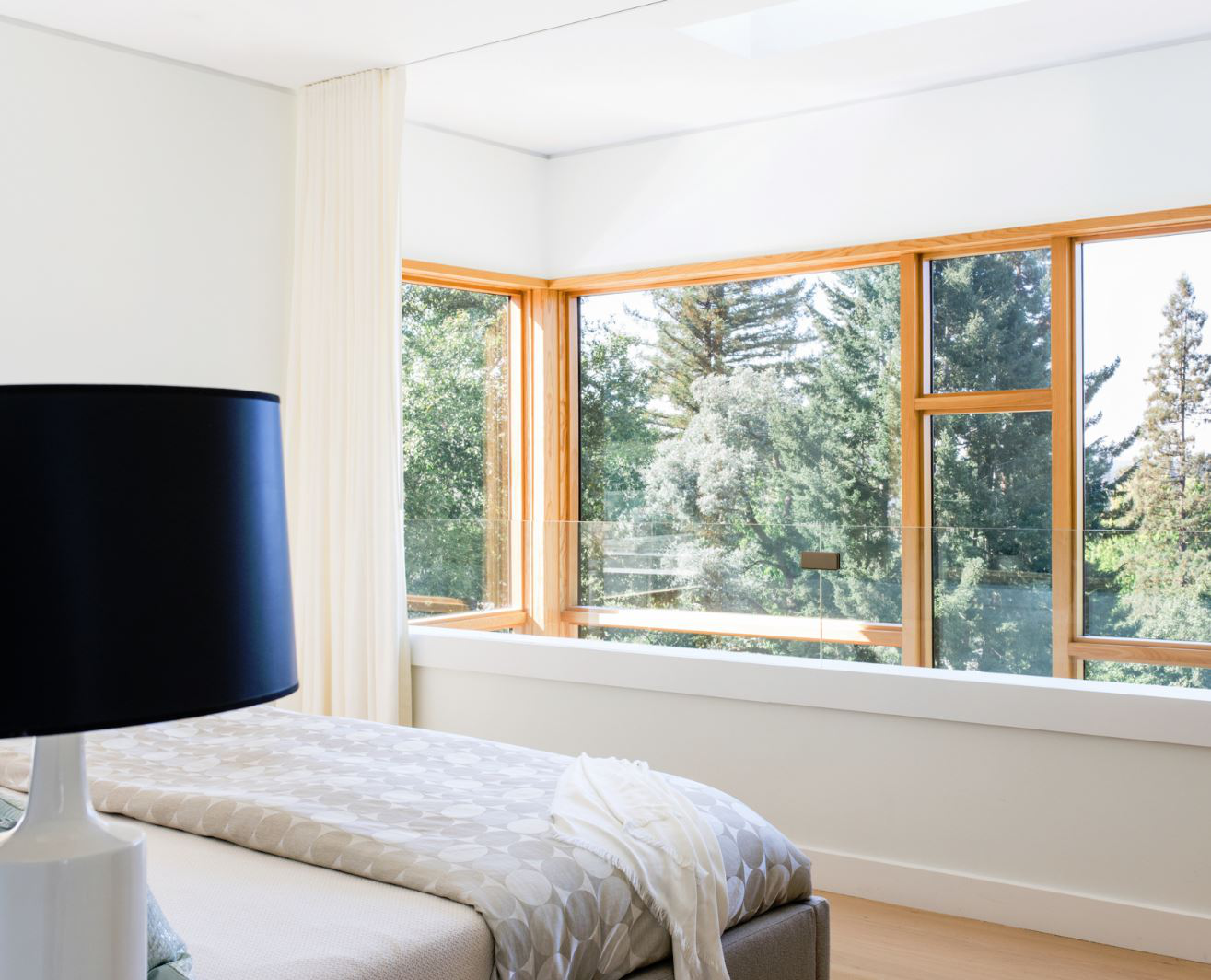 The master bedroom was designed as a loft space. The open volume in front of the large windows—and the skylight above—act as a natural ventilation path to evacuate warm air and capture cool breezes, so that air conditioning is needed only on the hottest days.