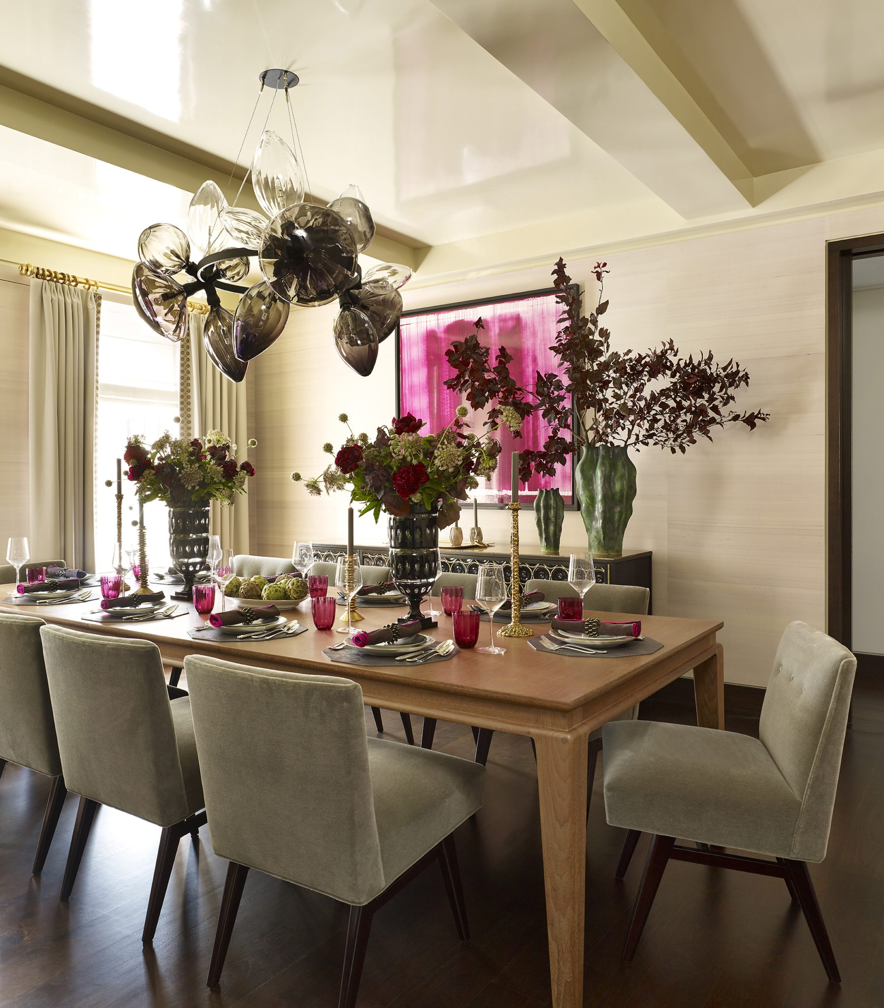 Modern dining room with mid-century details, silk grass cloth wallpaper by Bella Mancini Design