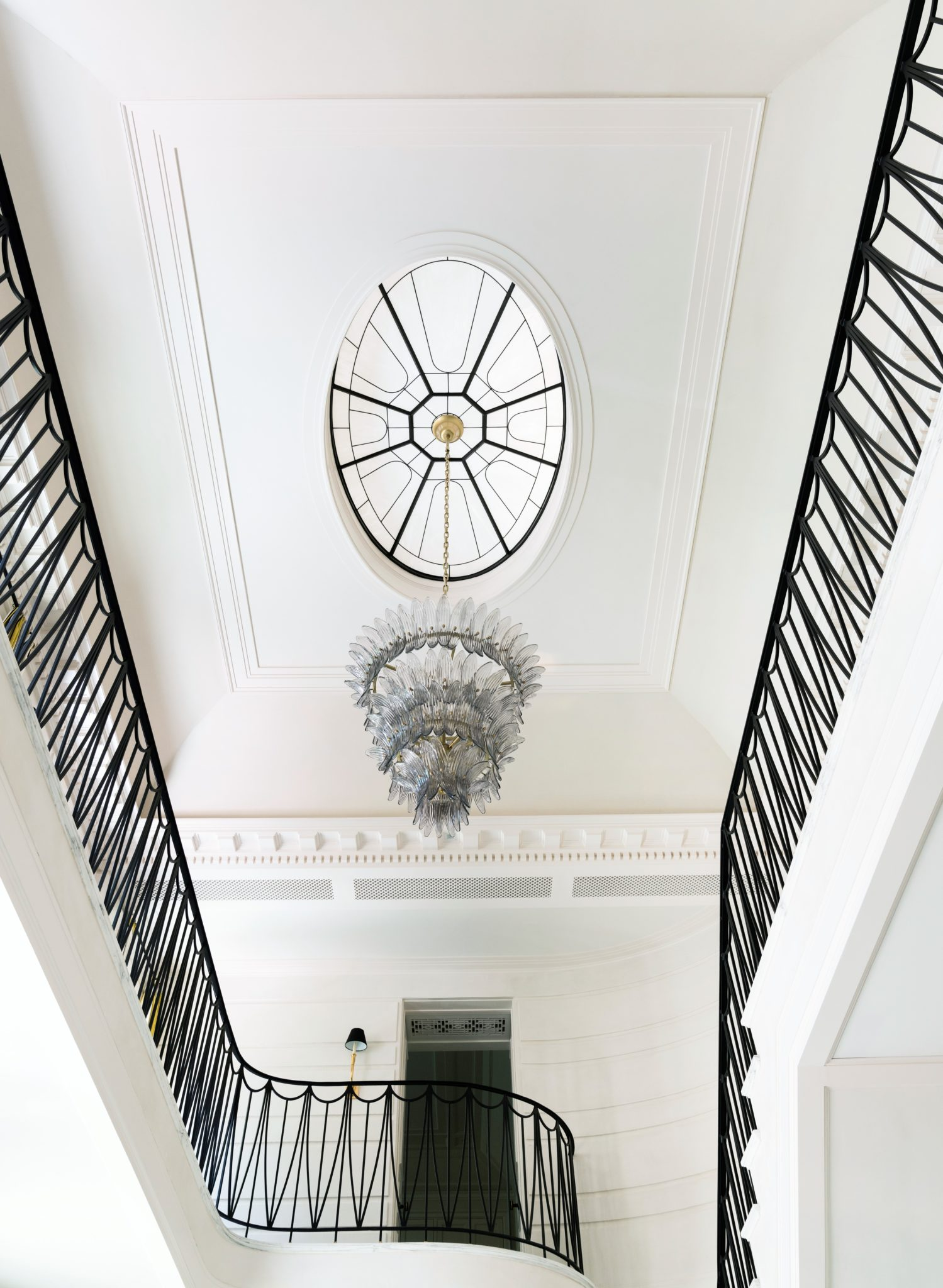 A skylight enhances the flow of light within the entry hall.