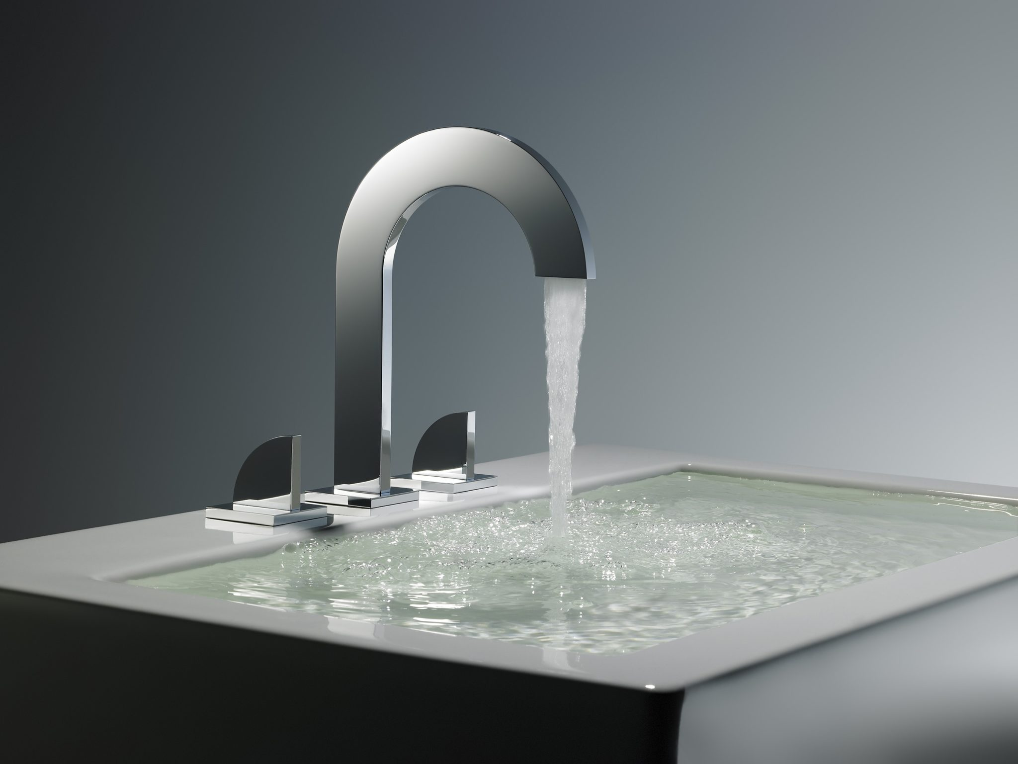 Combining German engineering with South American artistry,Franz Viegenerproduces a curated selection of sculptural bath fittings from their specialty workshopin Buenos Aires. Every piece that comes out of the factory is painstakingly machined, polished,and tested, with designs created to make a statement.