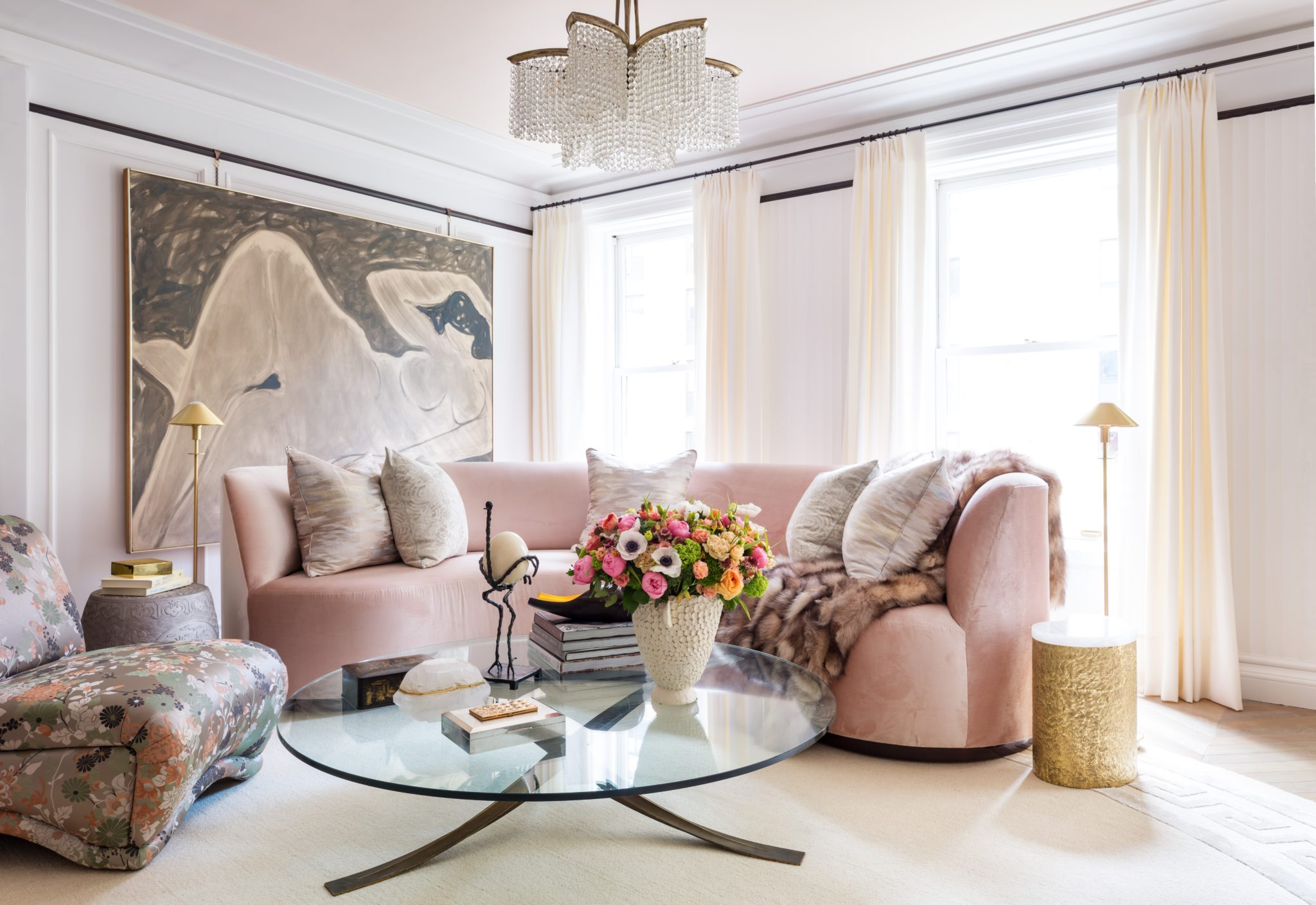 Collaborating withDaniel Kahan Architecture,Robert Passal Interior & Architectural Designrelied on pastel shades and classical elements to reflect the high-brow salons of early 20th-century Paris.