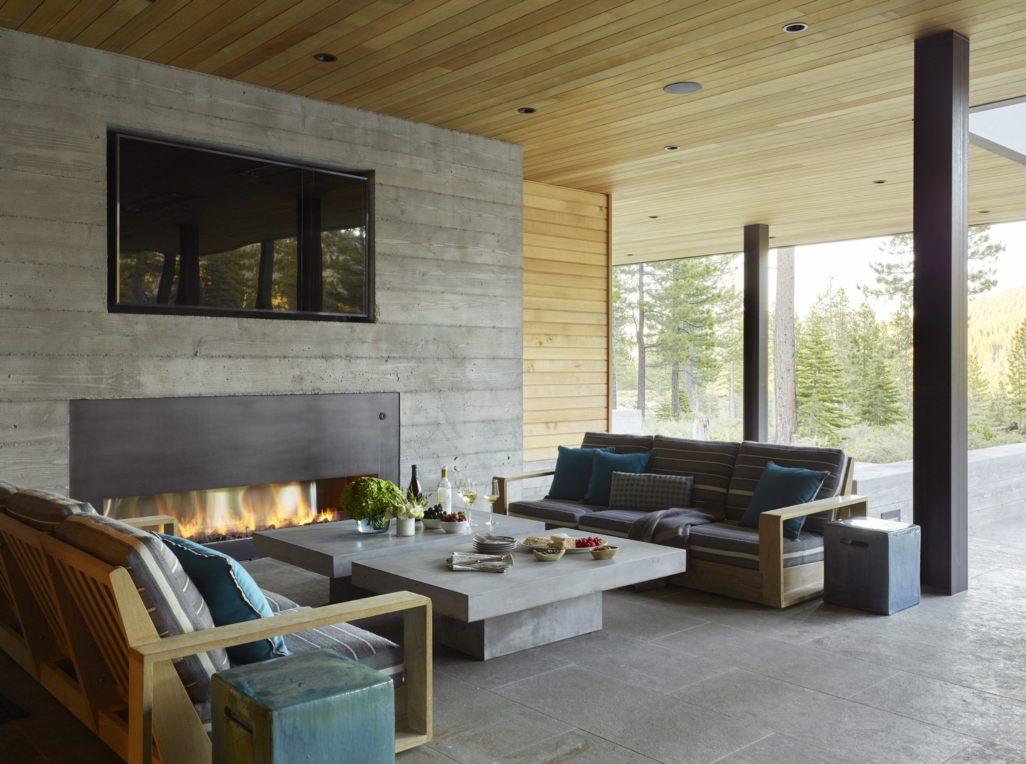 The Sutherland sofas in the outdoor lounge area are upholstered in a Perennials fabric; the cocktail table is by Teak Warehouse, and the side tables are by Crate &Barrel.